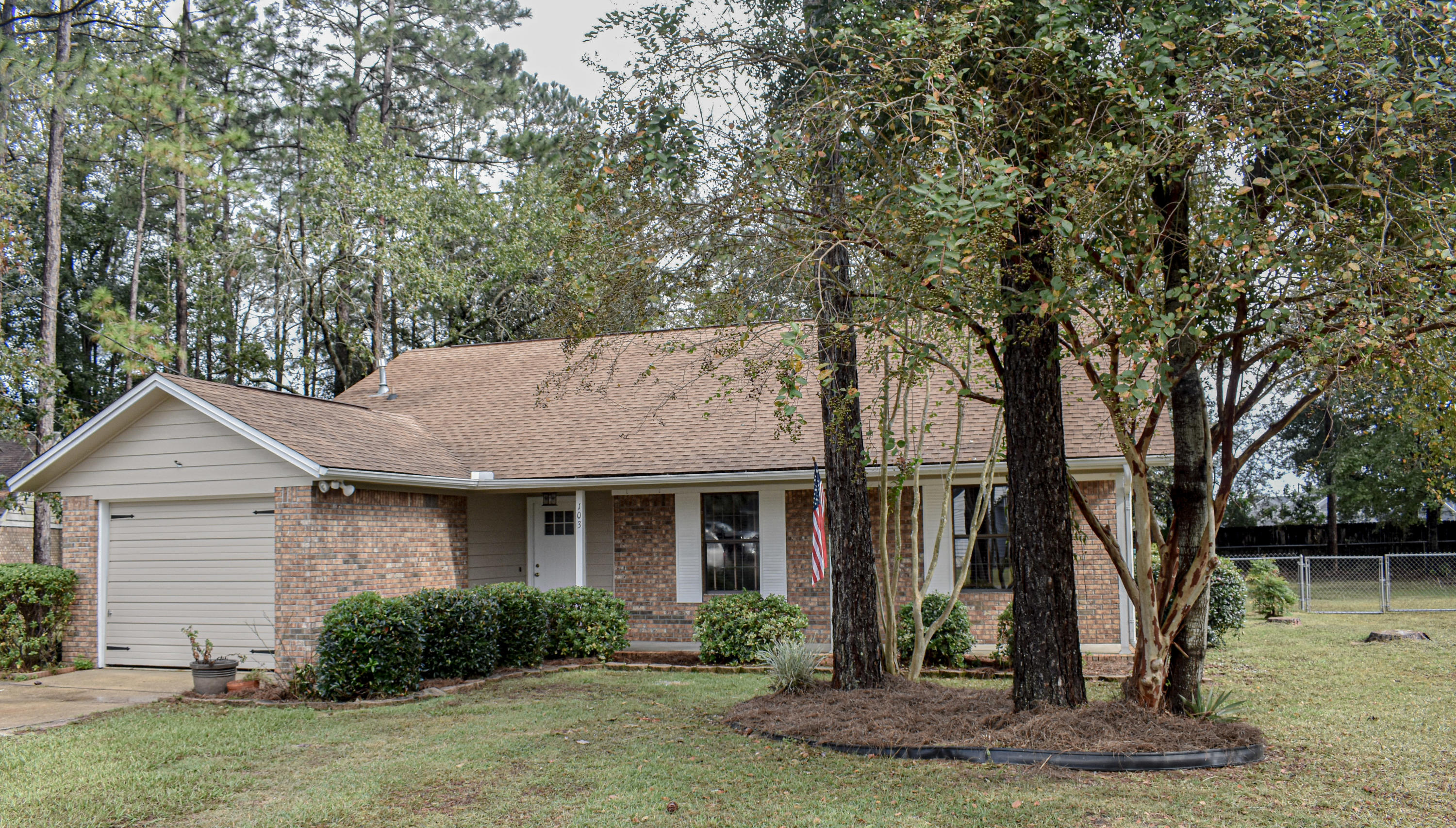Photo of home for sale at 103 Loop, Crestview FL