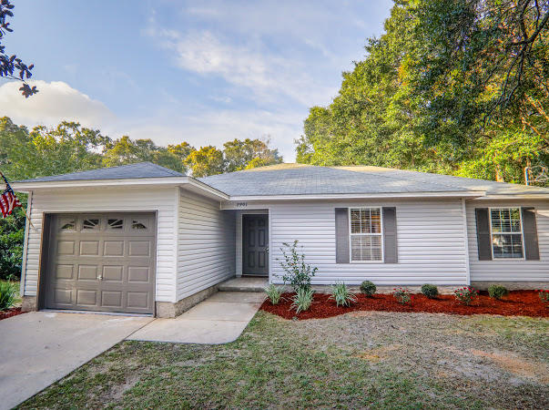 Photo of home for sale at 2901 2nd, Crestview FL