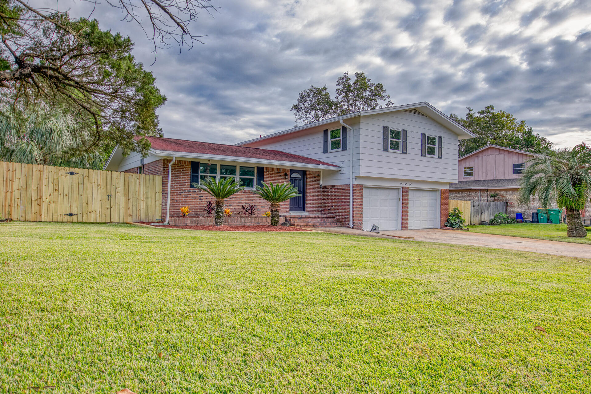 Photo of home for sale at 144 Homewood, Fort Walton Beach FL