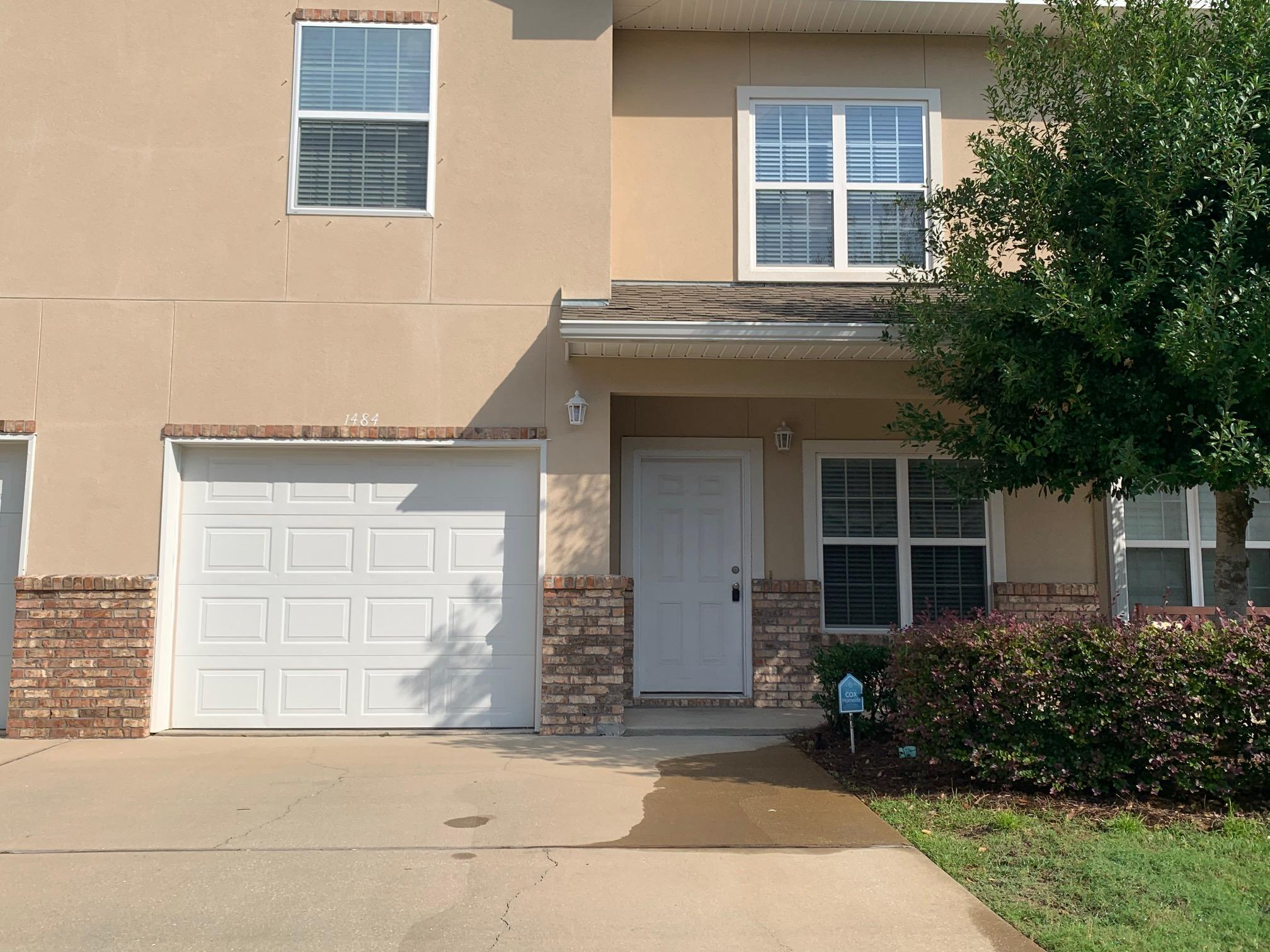 Photo of home for sale at 1484 Bentley, Fort Walton Beach FL