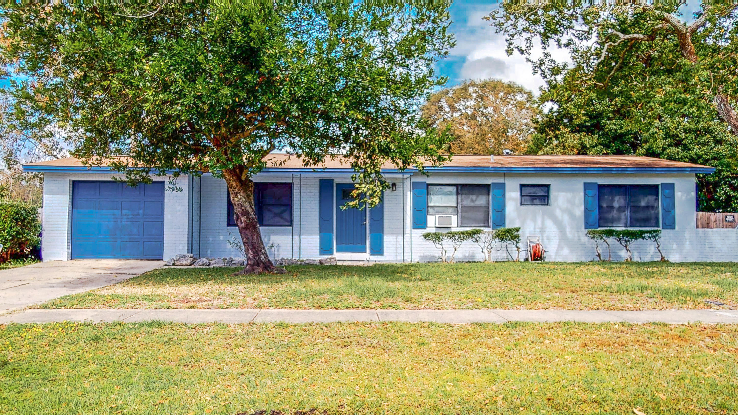 Photo of home for sale at 260 Lorraine, Mary Esther FL