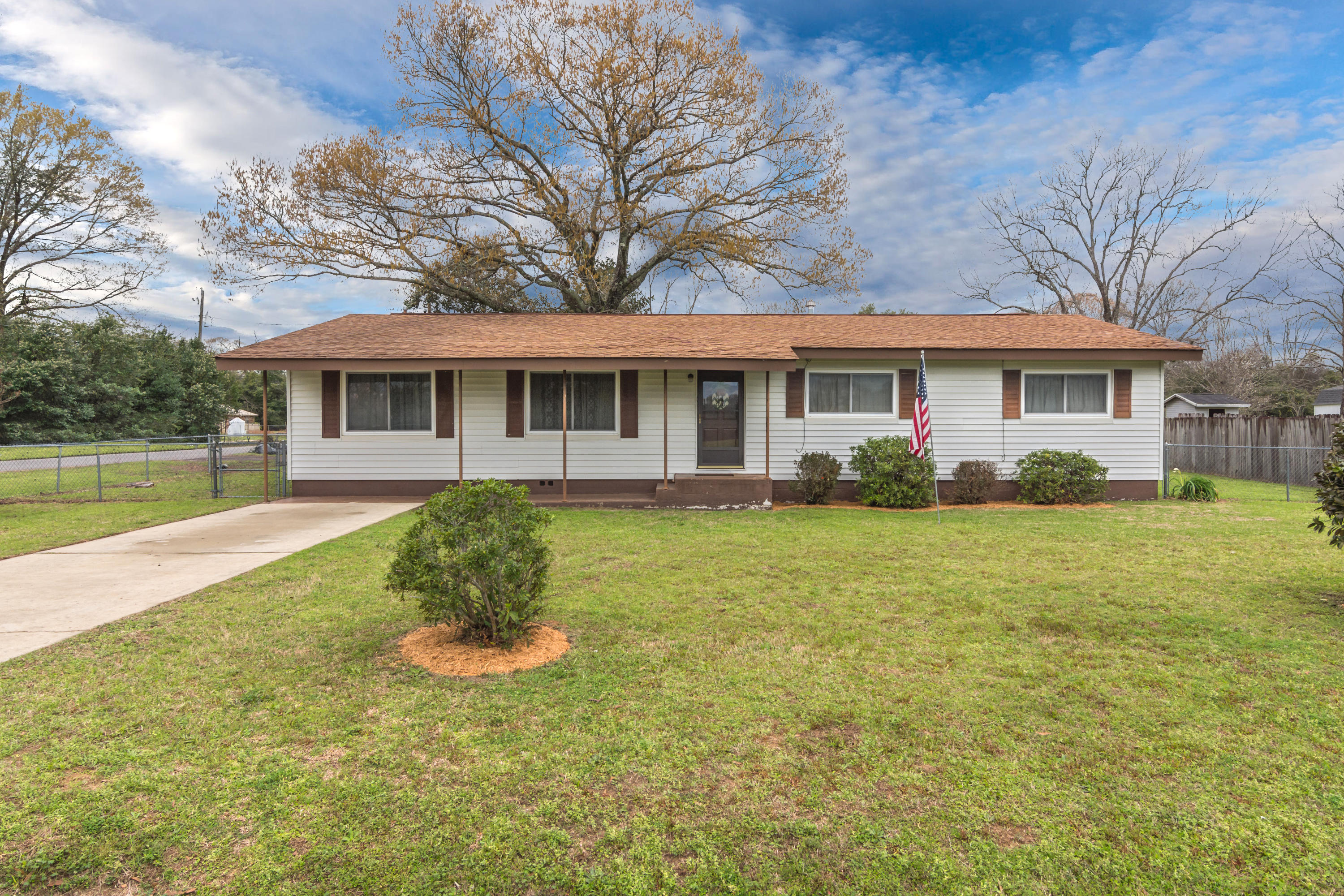 Photo of home for sale at 1202 Farmer, Crestview FL