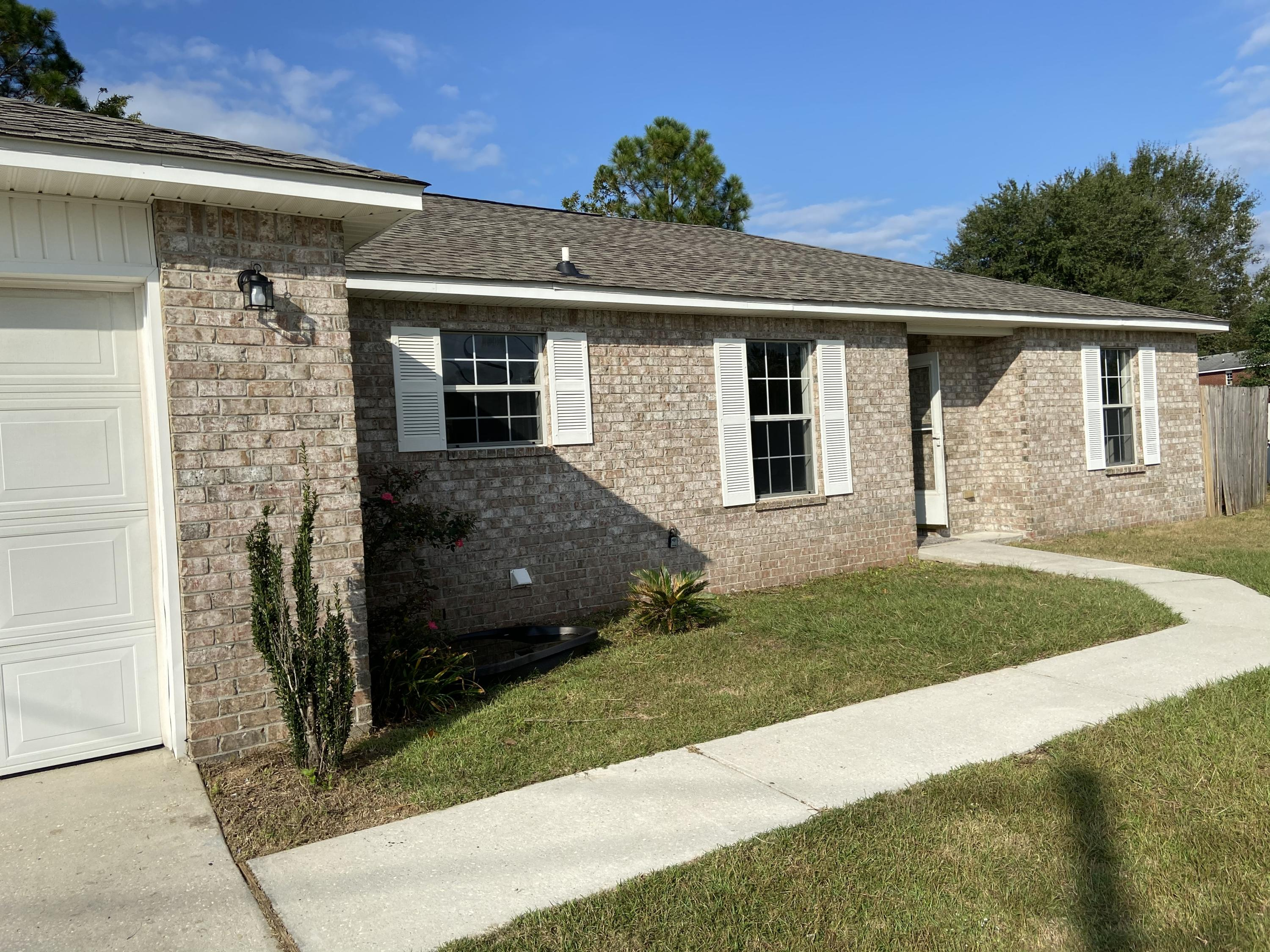Photo of home for sale at 205 Trish, Crestview FL