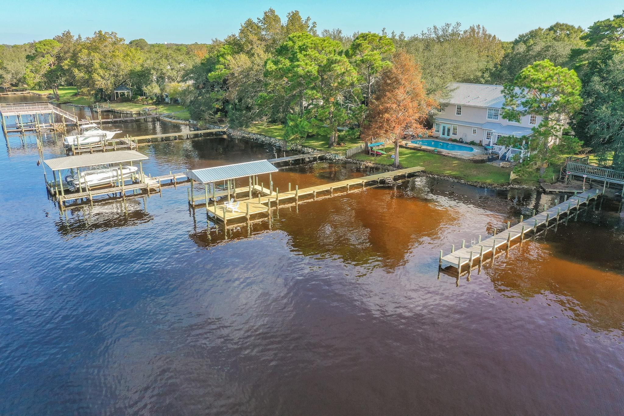 Photo of home for sale at 2551 Palm Shores, Shalimar FL