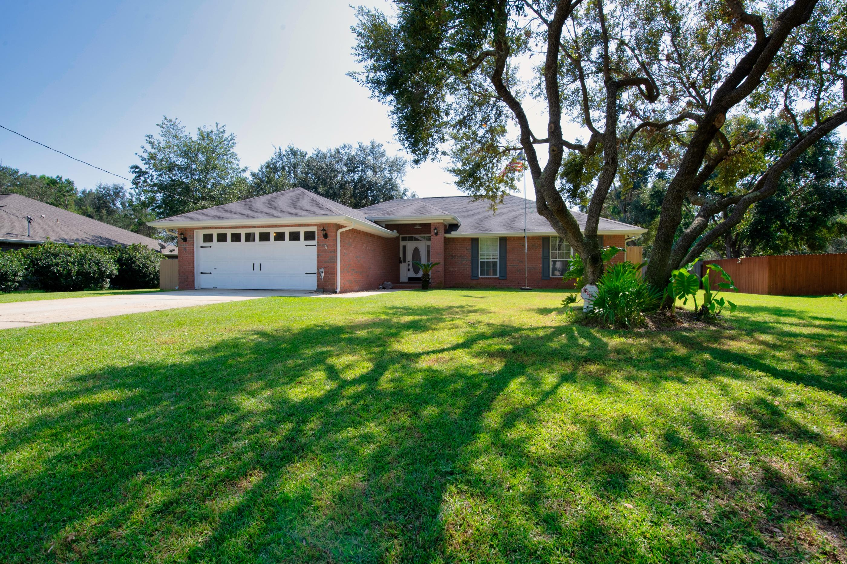 Photo of home for sale at 6539 Federal, Navarre FL