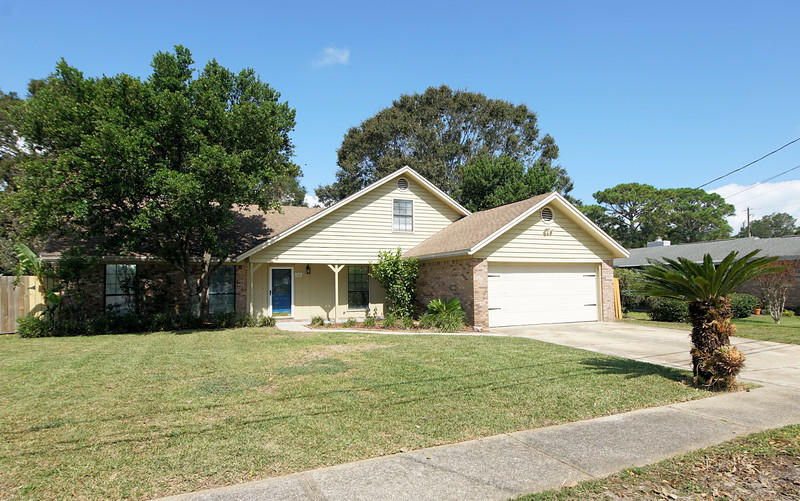 Photo of home for sale at 60 Emory, Mary Esther FL