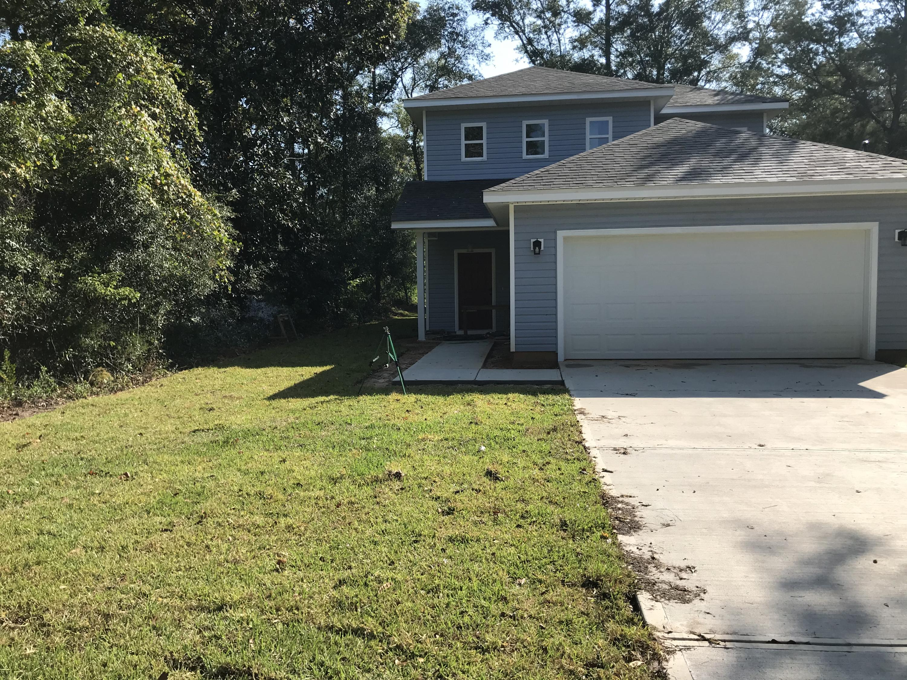 Photo of home for sale at 663 11th, Defuniak Springs FL