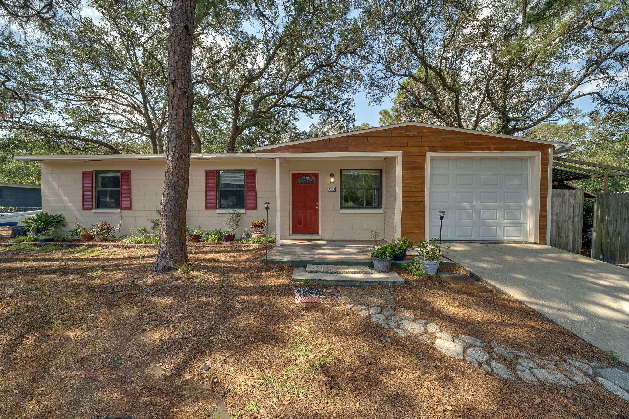 Photo of home for sale at 104 3rd, Fort Walton Beach FL
