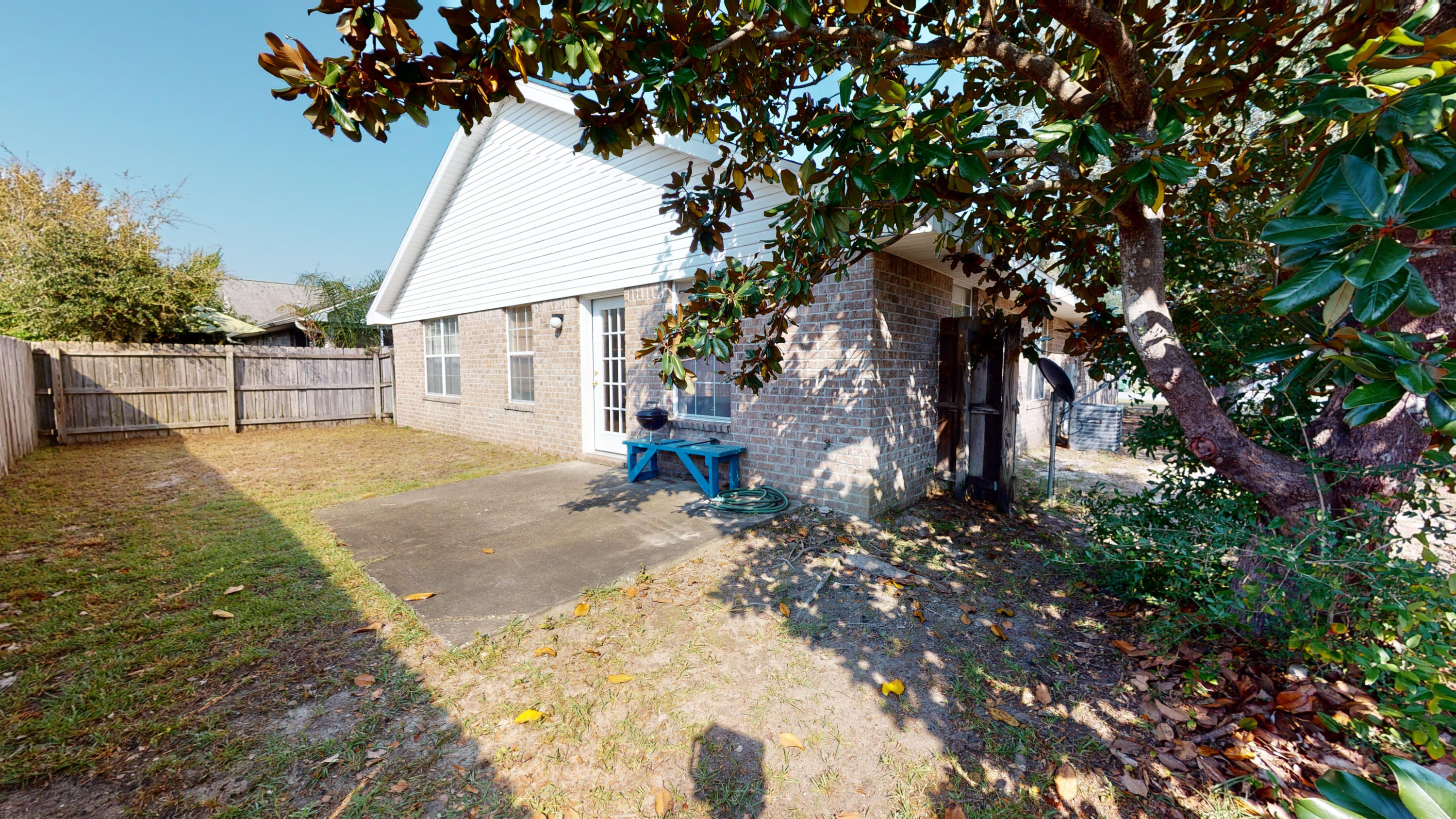 Photo of home for sale at 1783 Ivalea, Navarre FL
