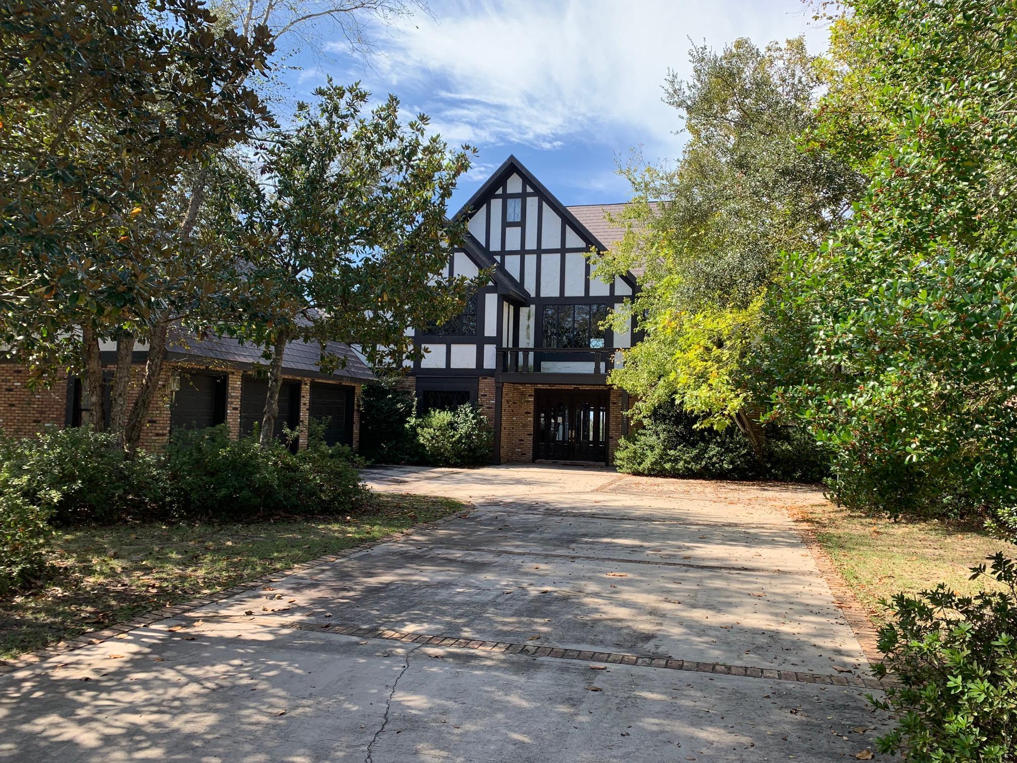 Photo of home for sale at 1367 Windward, Niceville FL