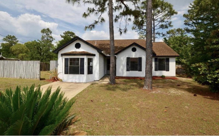 Photo of home for sale at 333 Hudson, Crestview FL