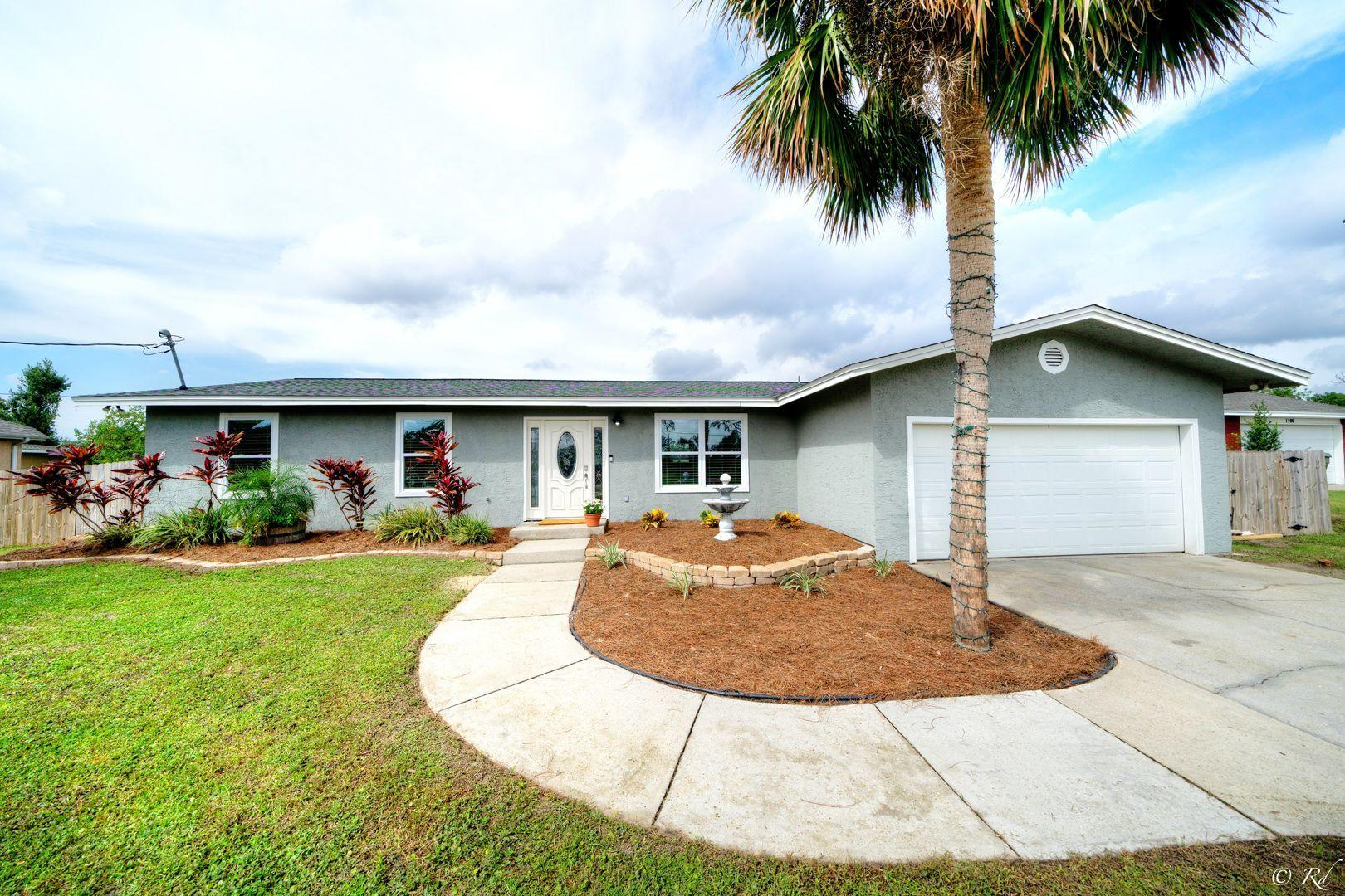 Photo of home for sale at 1112 New Hampshire, Lynn Haven FL