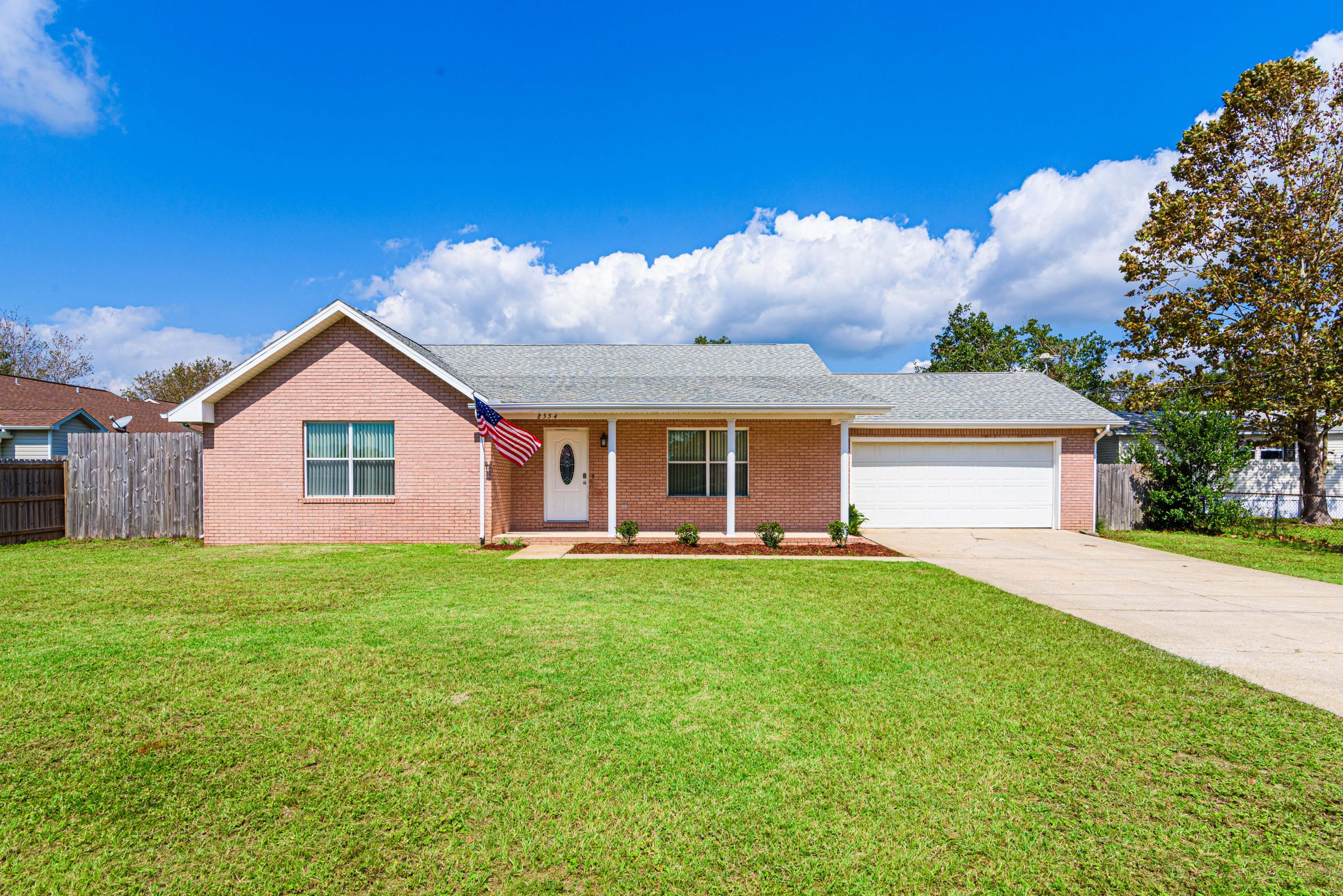 Photo of home for sale at 8554 El Paseo Street., Navarre FL