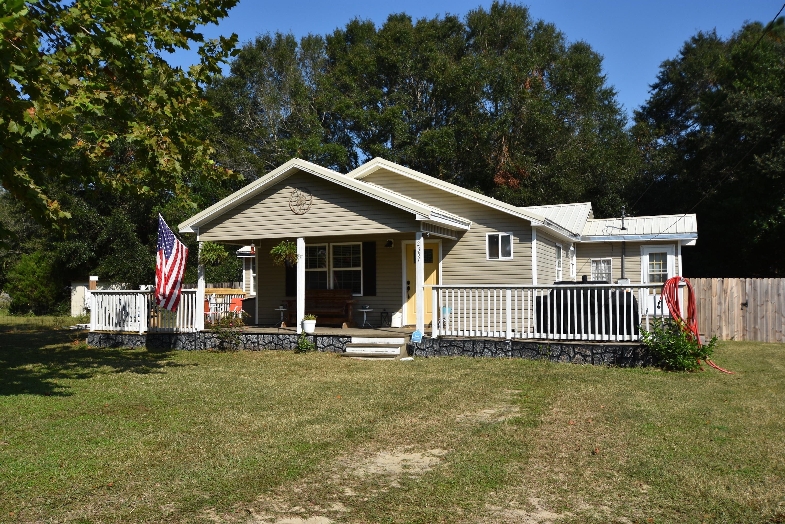 Photo of home for sale at 2357 Susan, Crestview FL