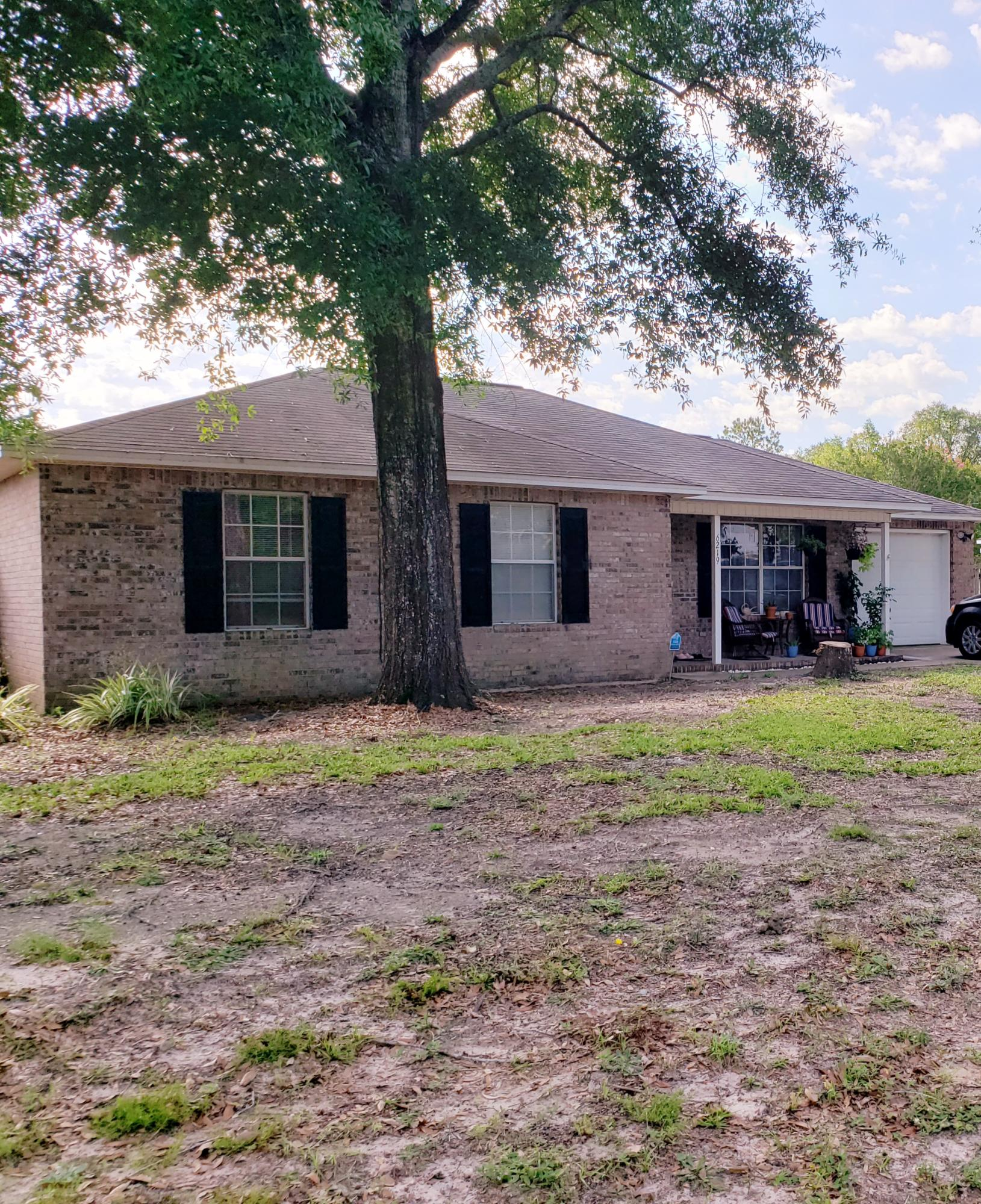 Photo of home for sale at 6219 Winstead, Crestview FL