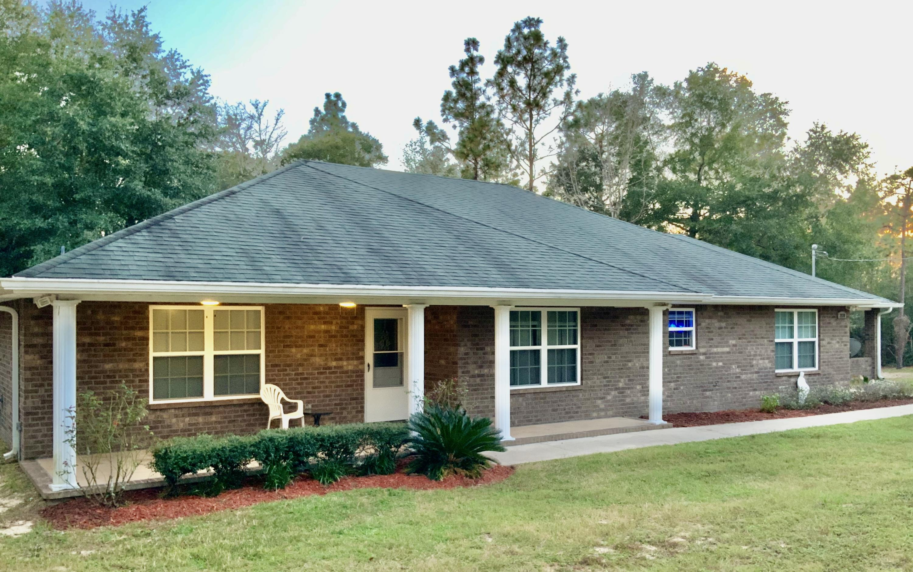 Photo of home for sale at 3938 Bear Head, Crestview FL