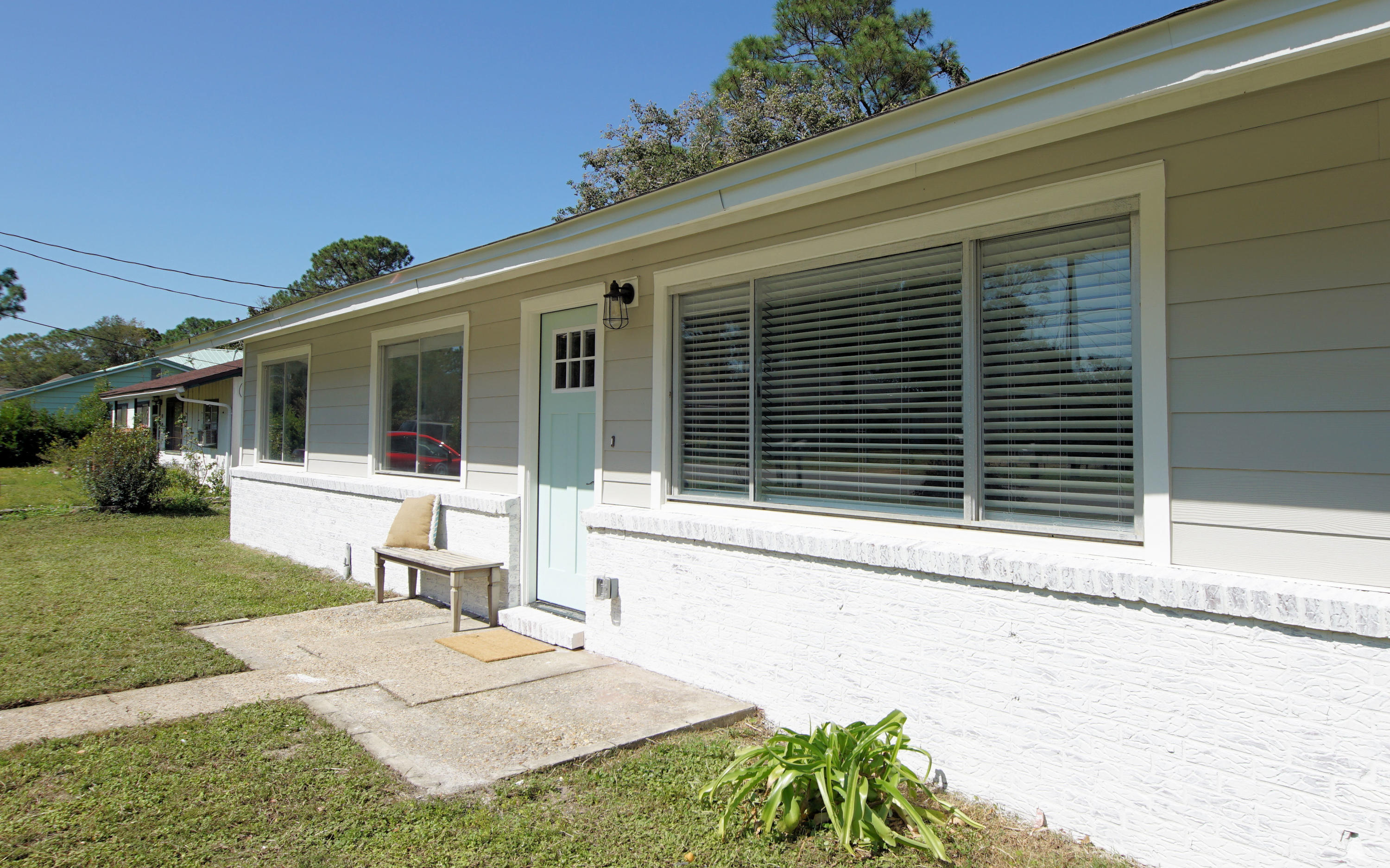 Photo of home for sale at 15 Maples, Fort Walton Beach FL
