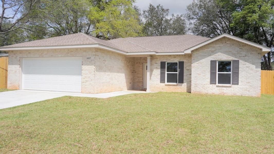 Photo of home for sale at 1407 22nd, Niceville FL