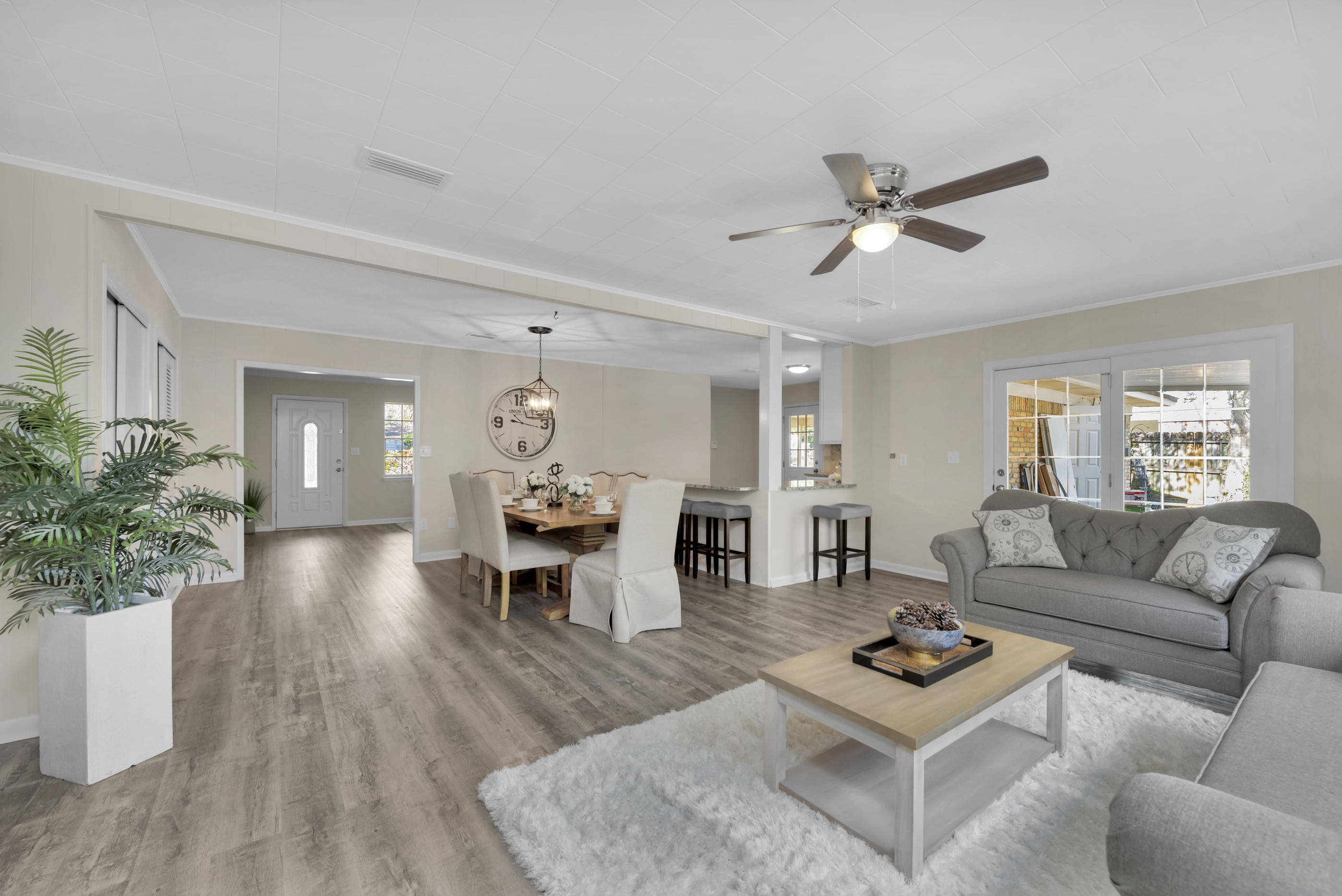 Photo of home for sale at 123 Virginia, Fort Walton Beach FL