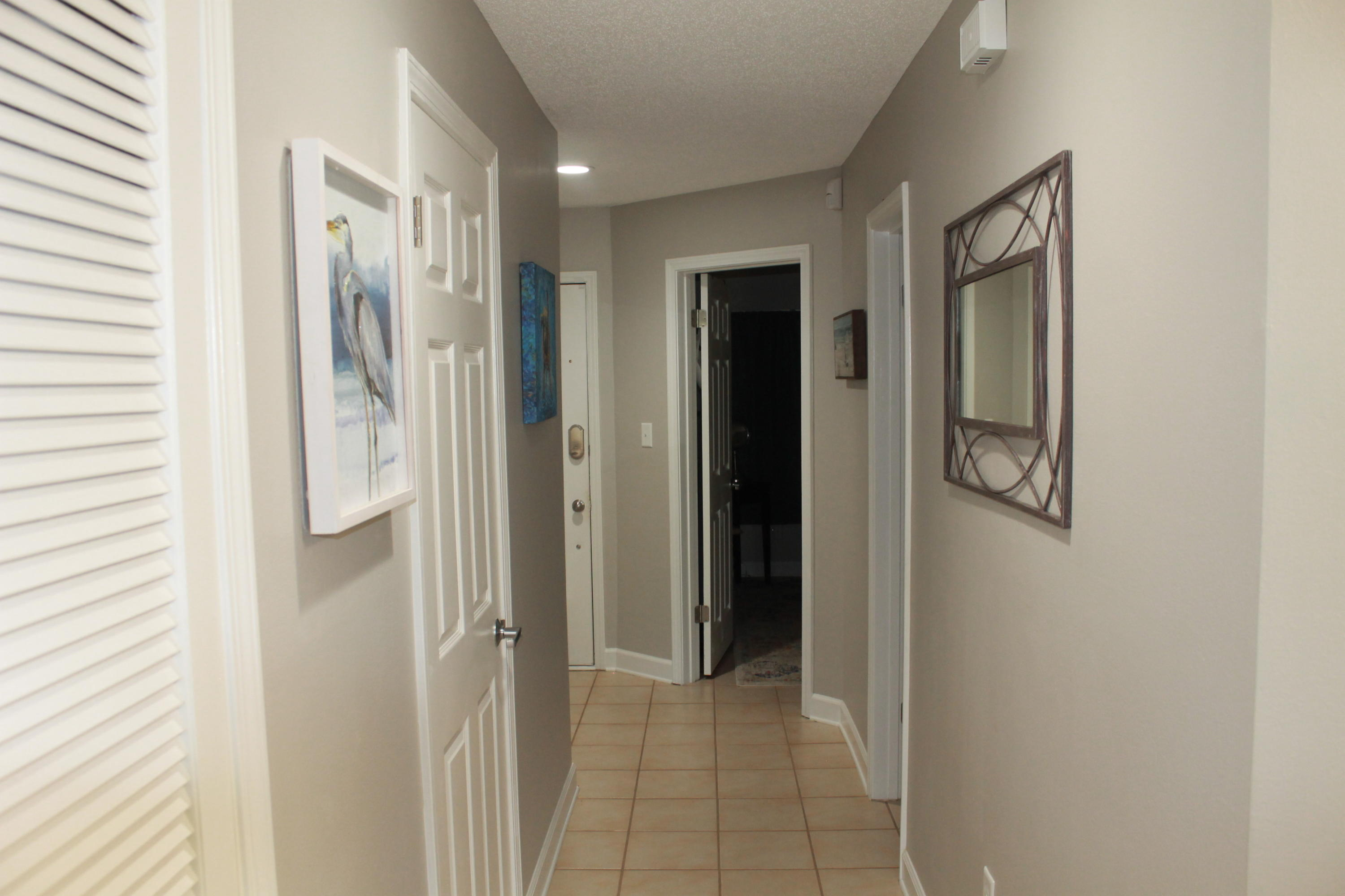 Photo of home for sale at 305 Southlake, Niceville FL