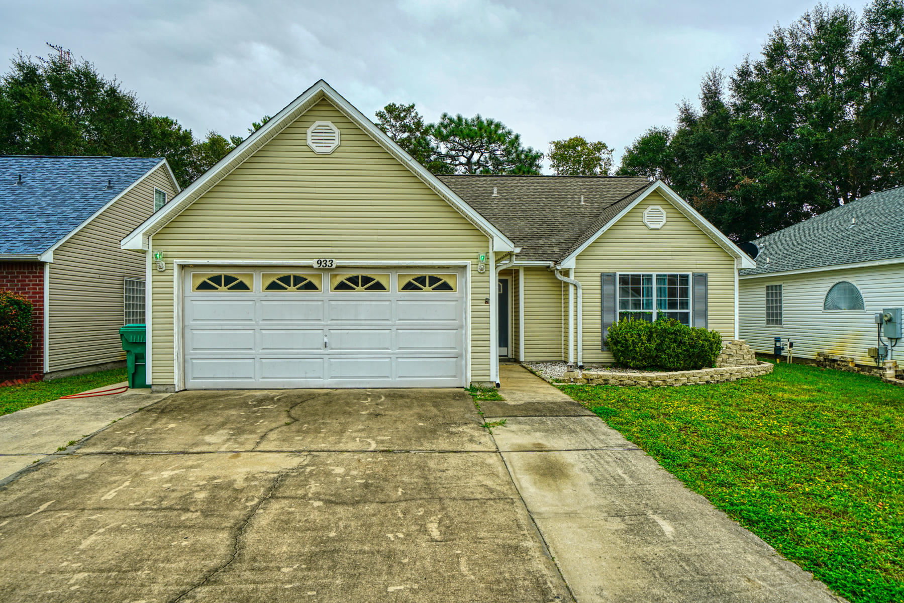 Photo of home for sale at 933 Claeven, Fort Walton Beach FL