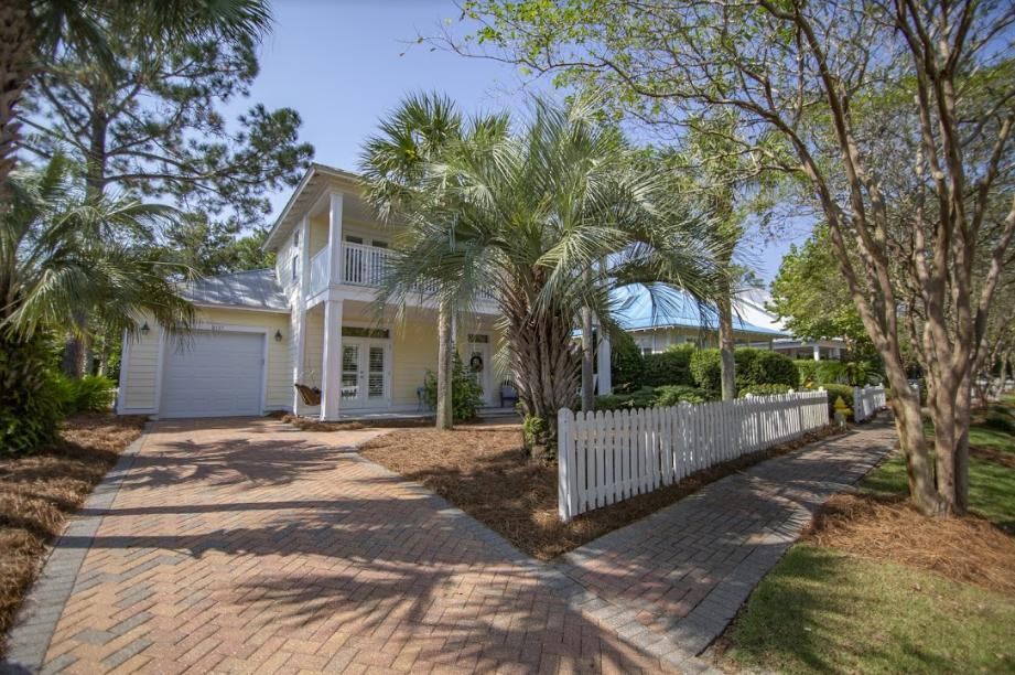 Photo of home for sale at 2117 Olde Towne, Miramar Beach FL
