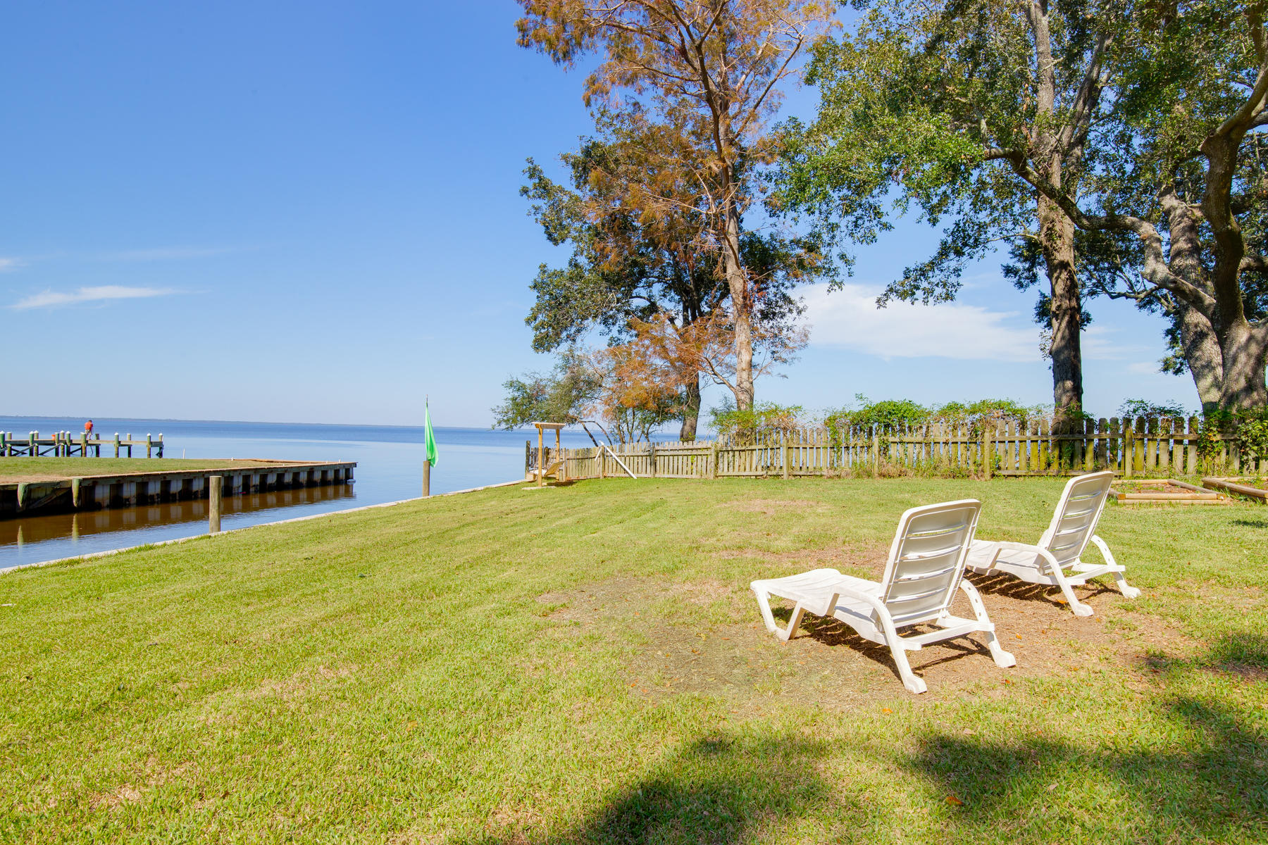 Photo of home for sale at 1657 Nancy, Gulf Breeze FL
