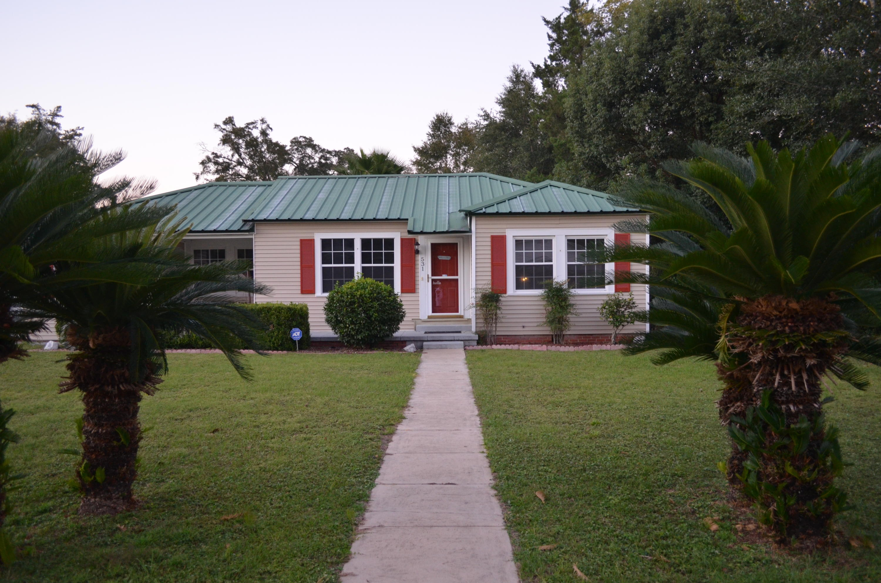 Photo of home for sale at 531 College, Defuniak Springs FL