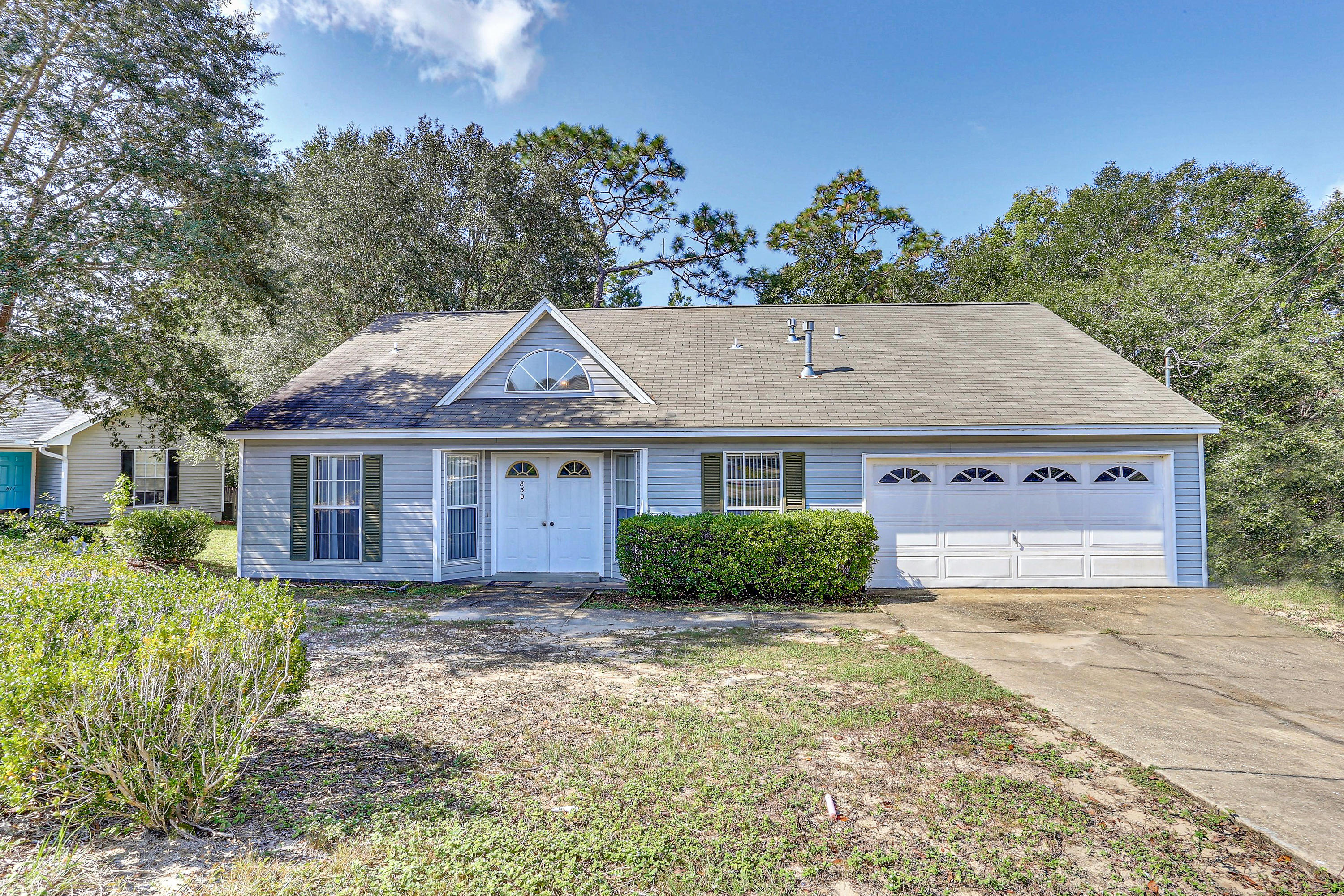 Photo of home for sale at 830 Sparkleberry, Niceville FL