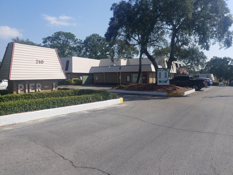 Photo of home for sale at 210 Pelham, Fort Walton Beach FL
