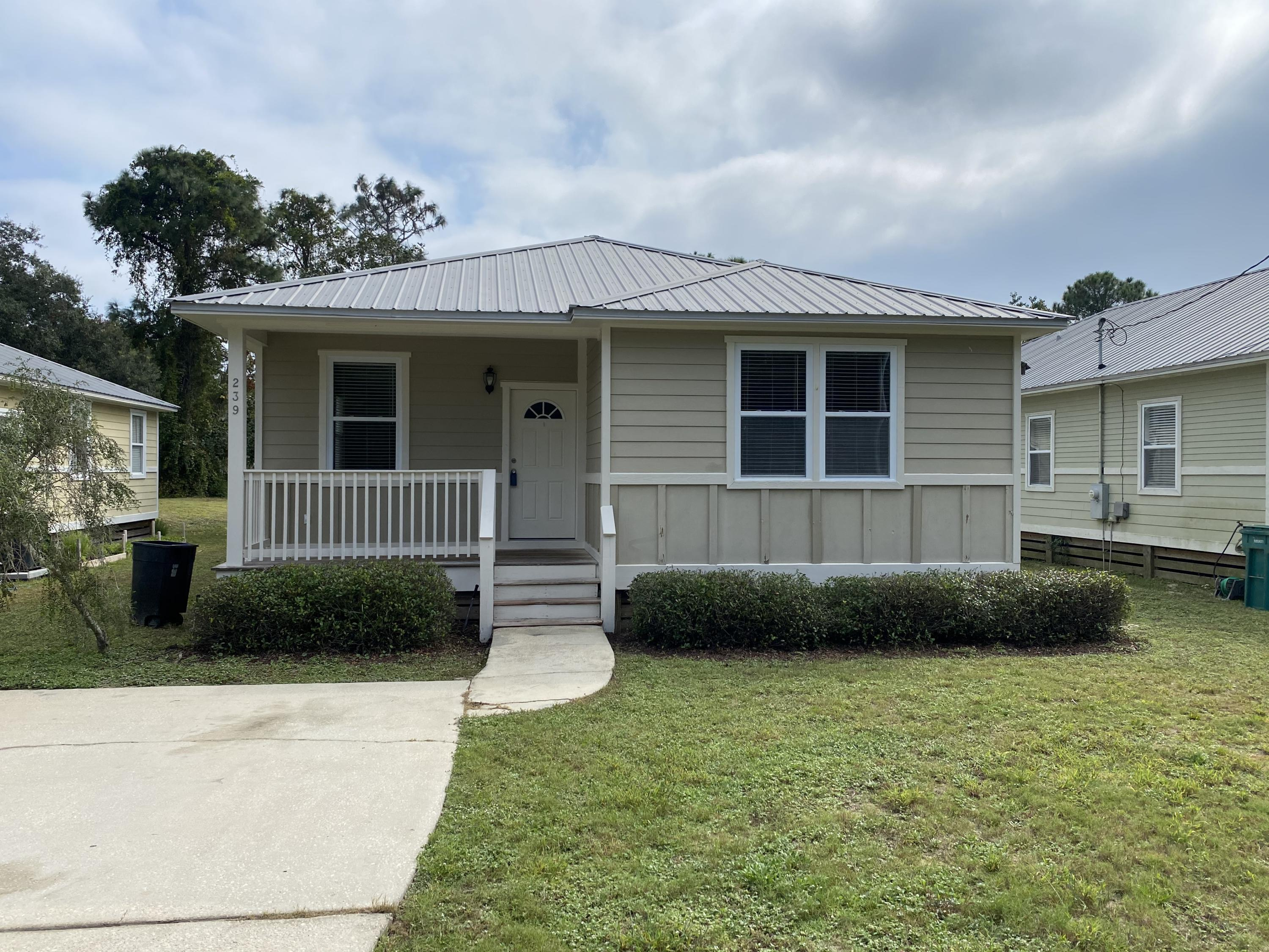 Photo of home for sale at 239 County Line, Niceville FL