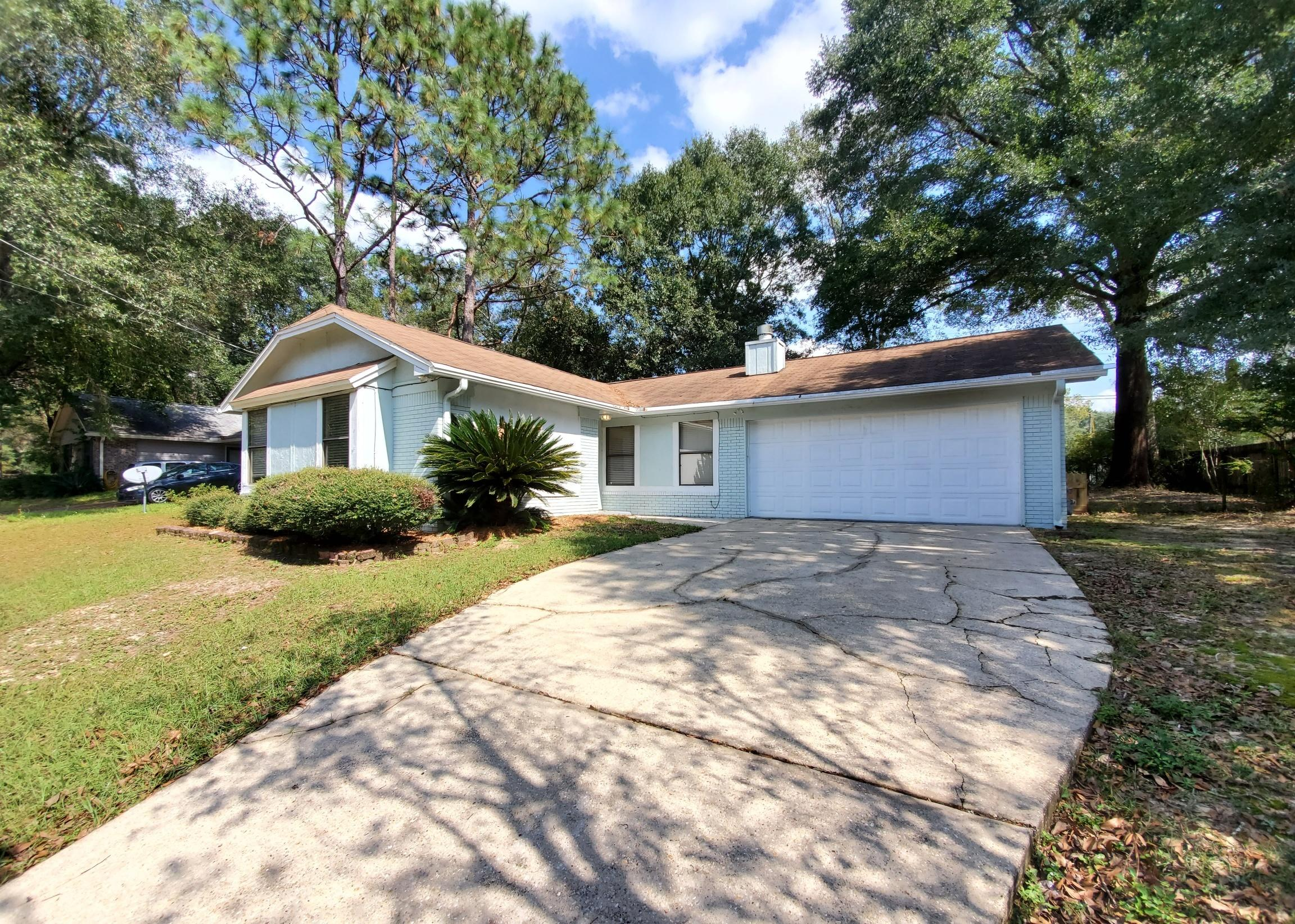 Photo of home for sale at 4761 Melissa, Crestview FL
