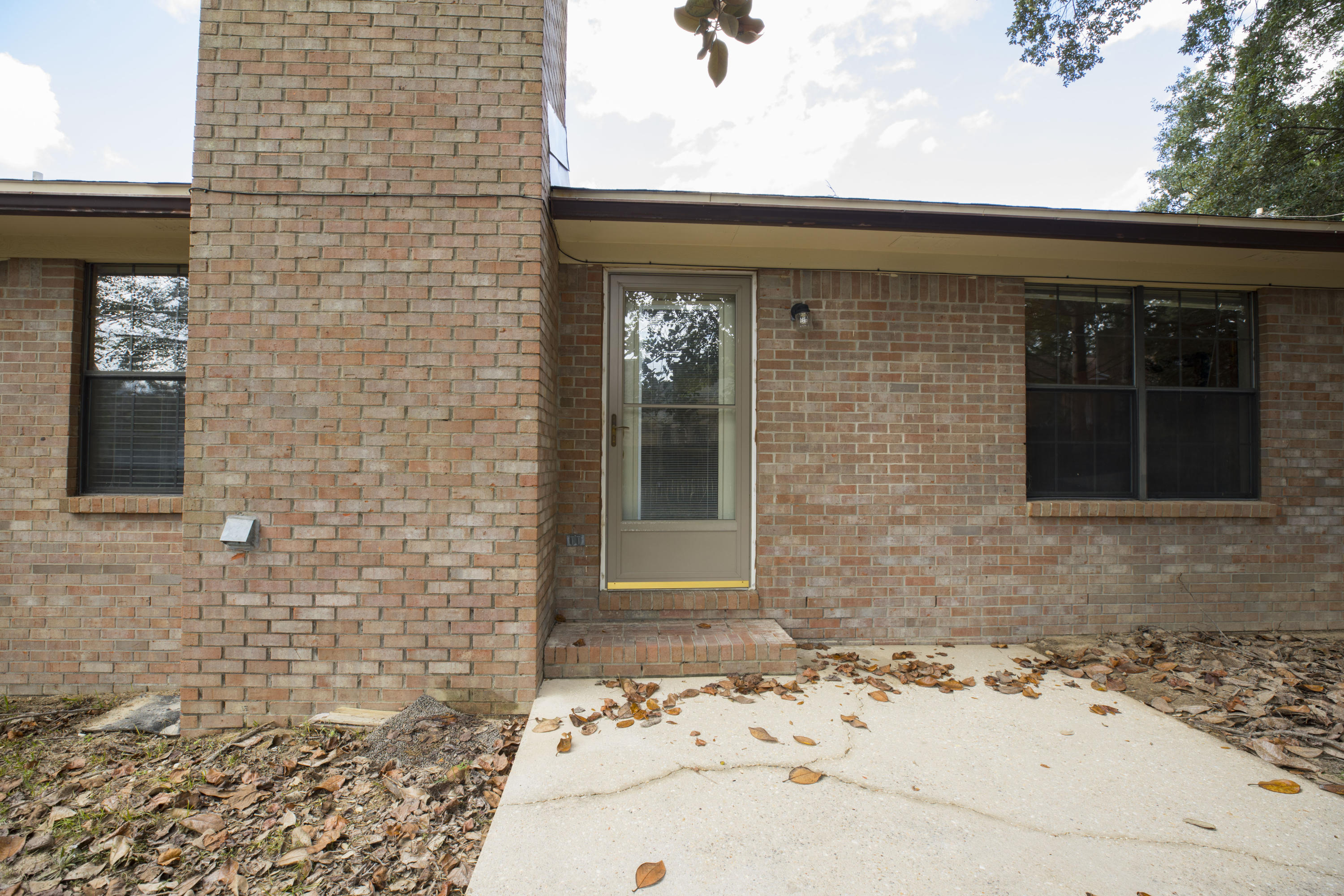 Photo of home for sale at 121 Campbell, Crestview FL