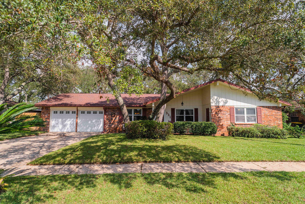 Photo of home for sale at 331 Shannon, Fort Walton Beach FL