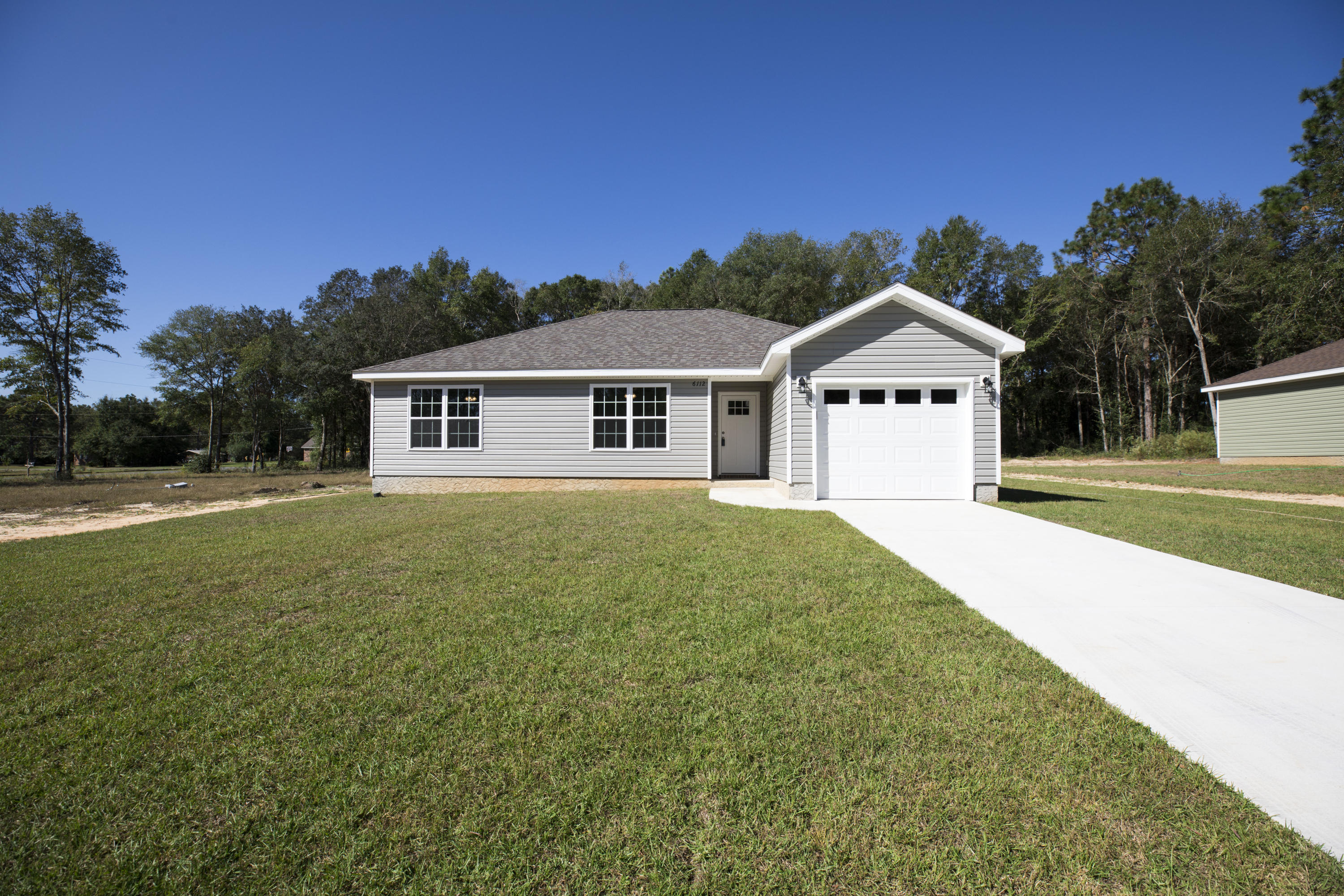 Photo of home for sale at 6112 Tansey, Crestview FL