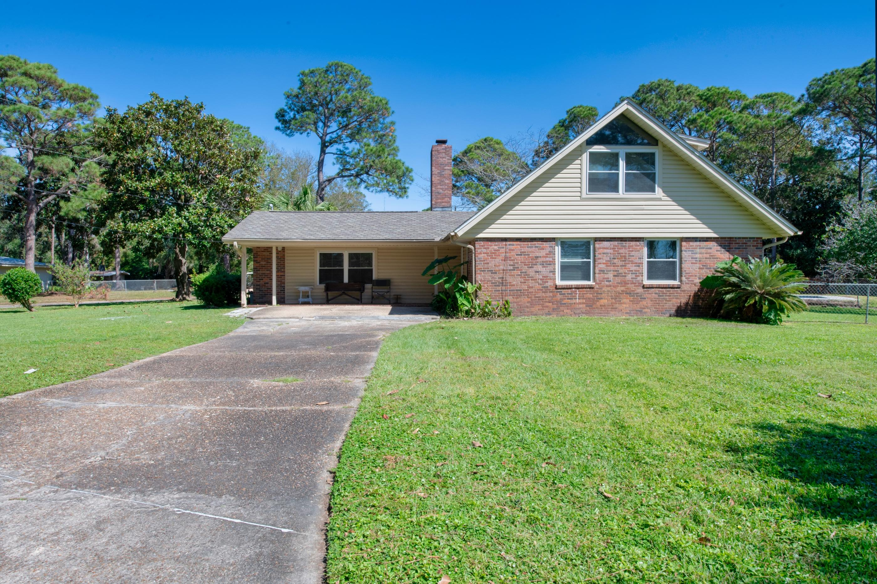 Photo of home for sale at 101 Driftwood, Fort Walton Beach FL