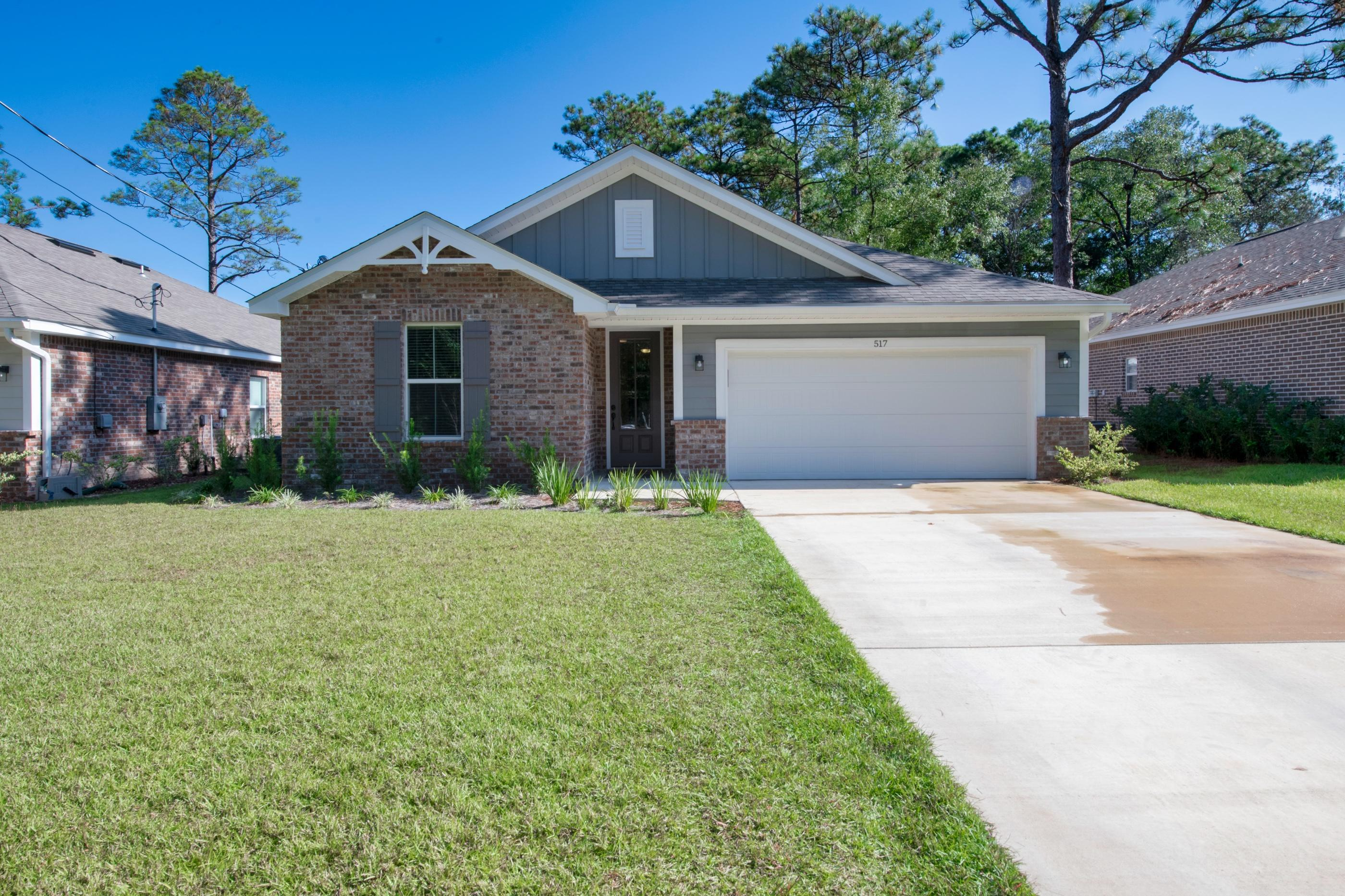 Photo of home for sale at 517 Johnson, Valparaiso FL