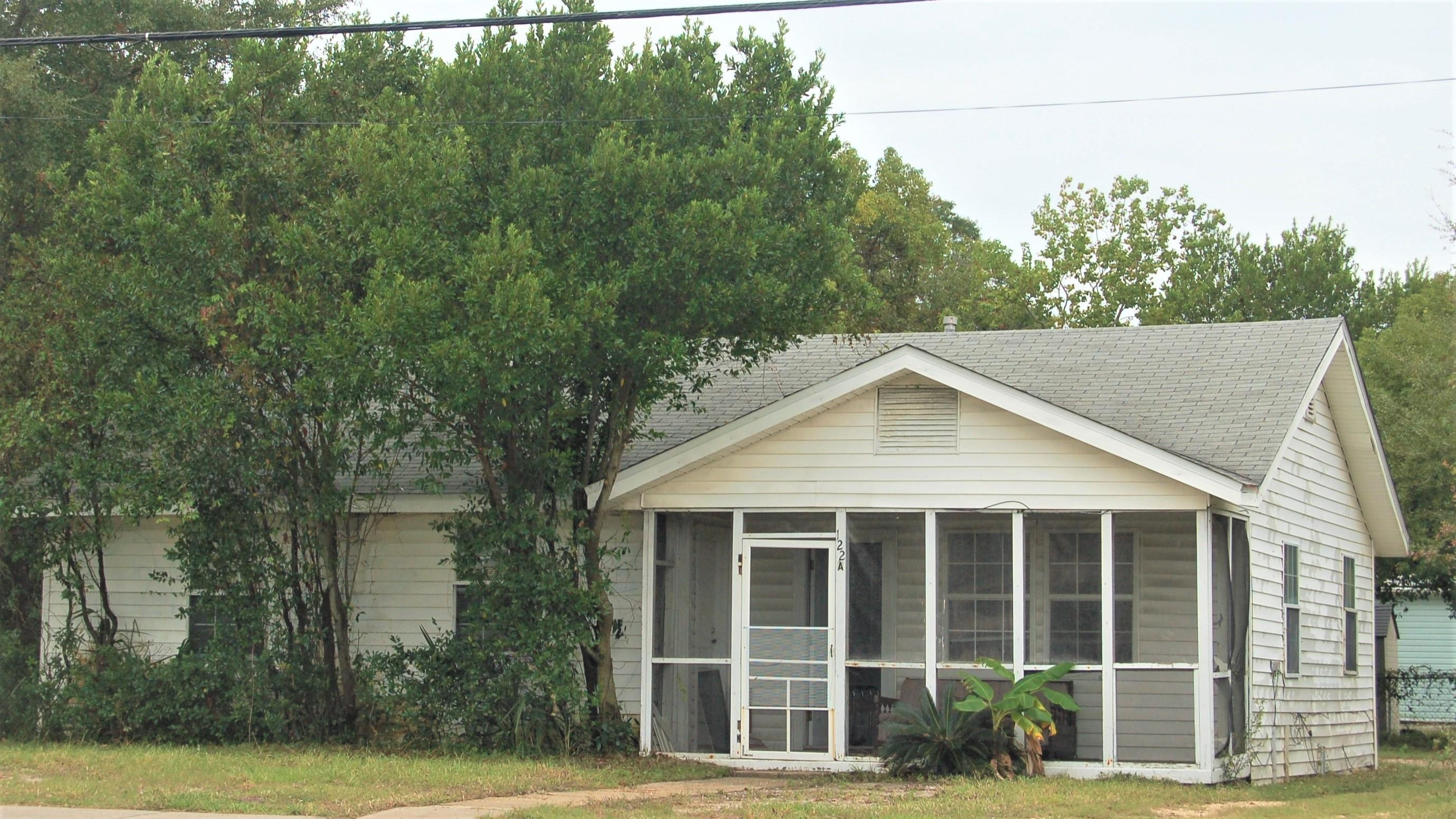 Photo of home for sale at 122 Beal, Fort Walton Beach FL