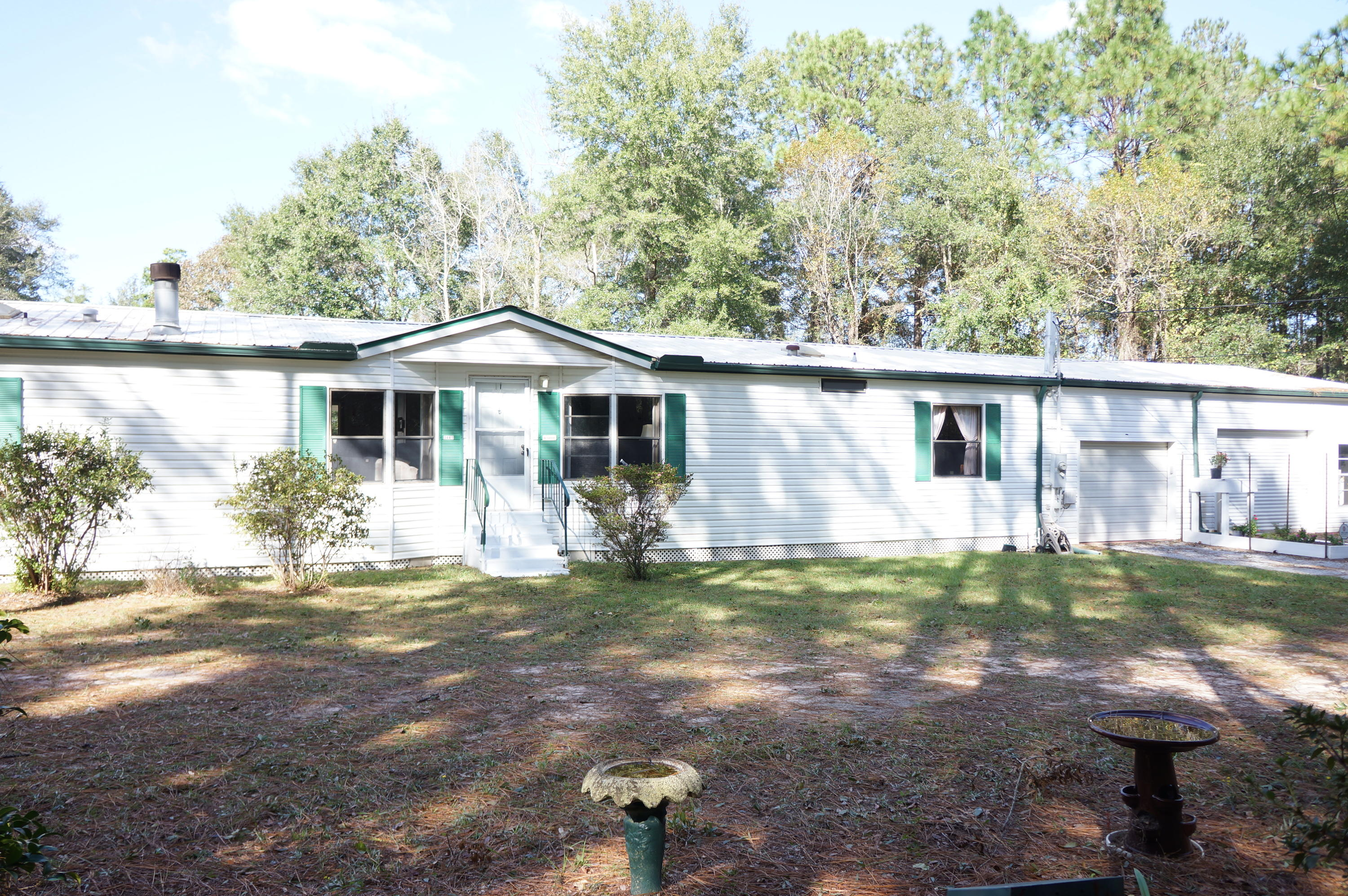 Photo of home for sale at 3441 Melissa, Crestview FL