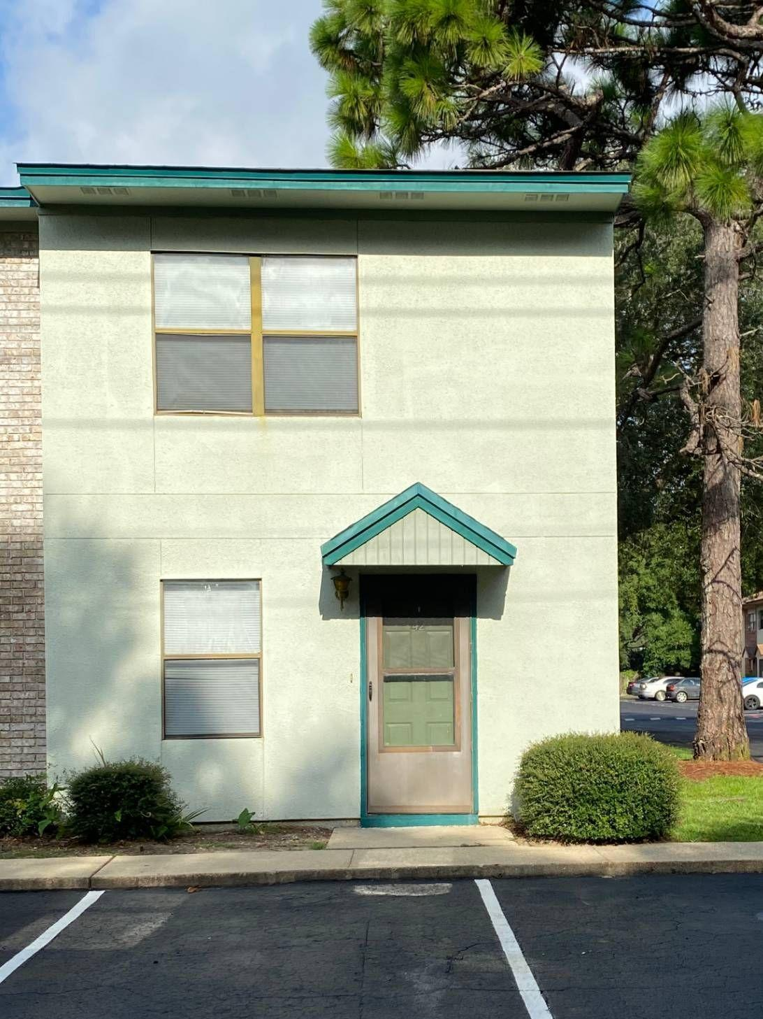 Photo of home for sale at 696 Tyner, Fort Walton Beach FL