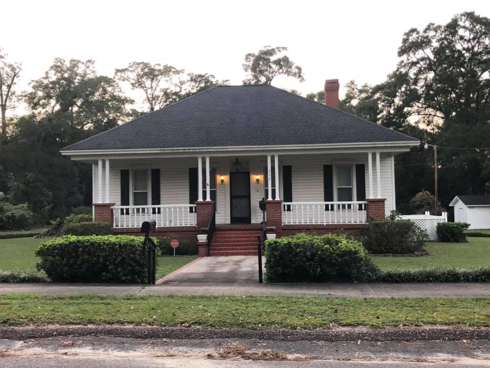 Photo of home for sale at 252 13th, Defuniak Springs FL