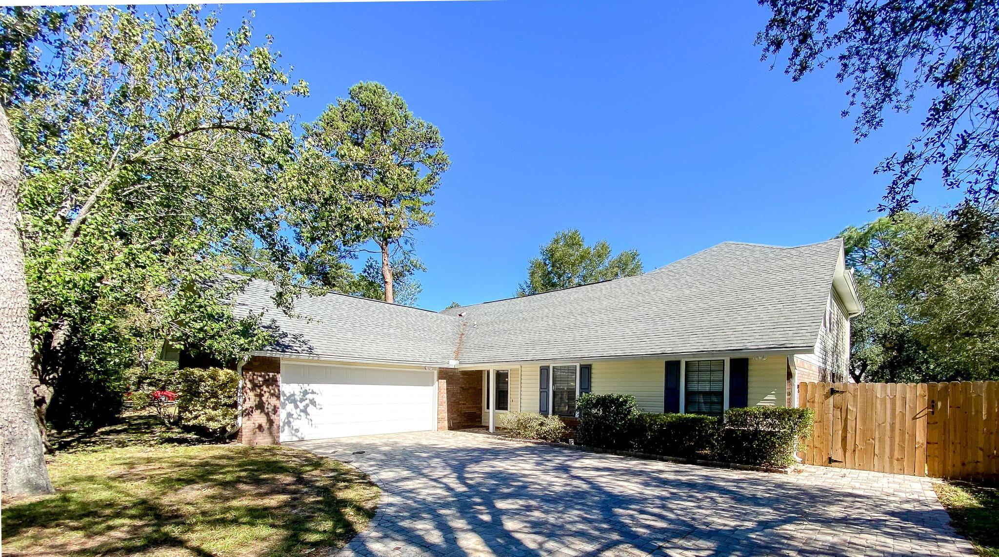 Photo of home for sale at 103 Oakwood, Niceville FL