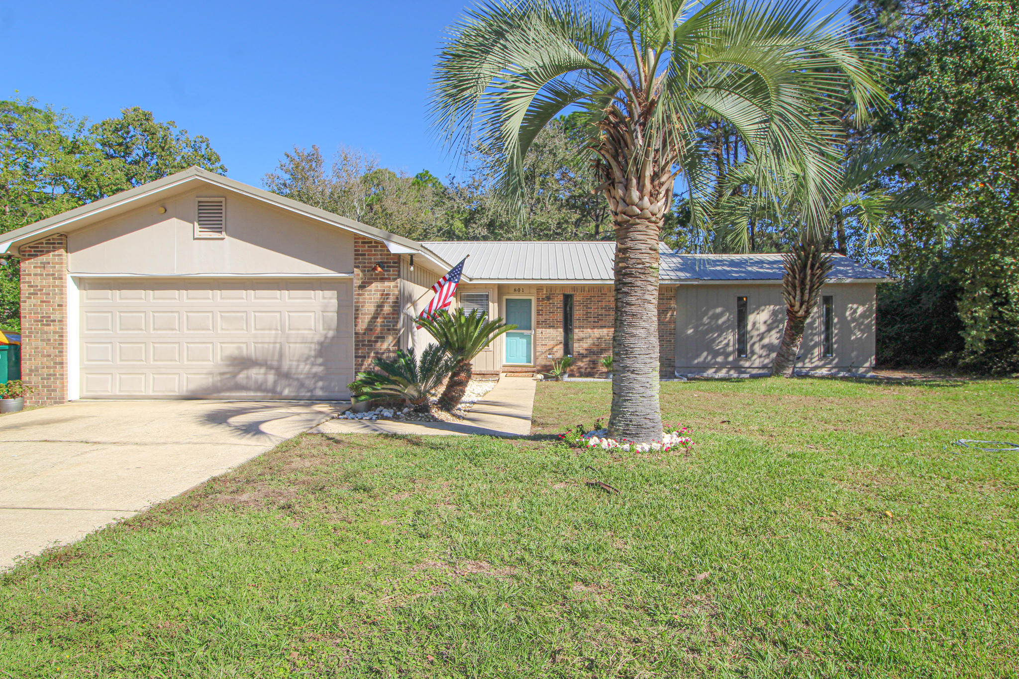 Photo of home for sale at 801 Loblolly, Fort Walton Beach FL
