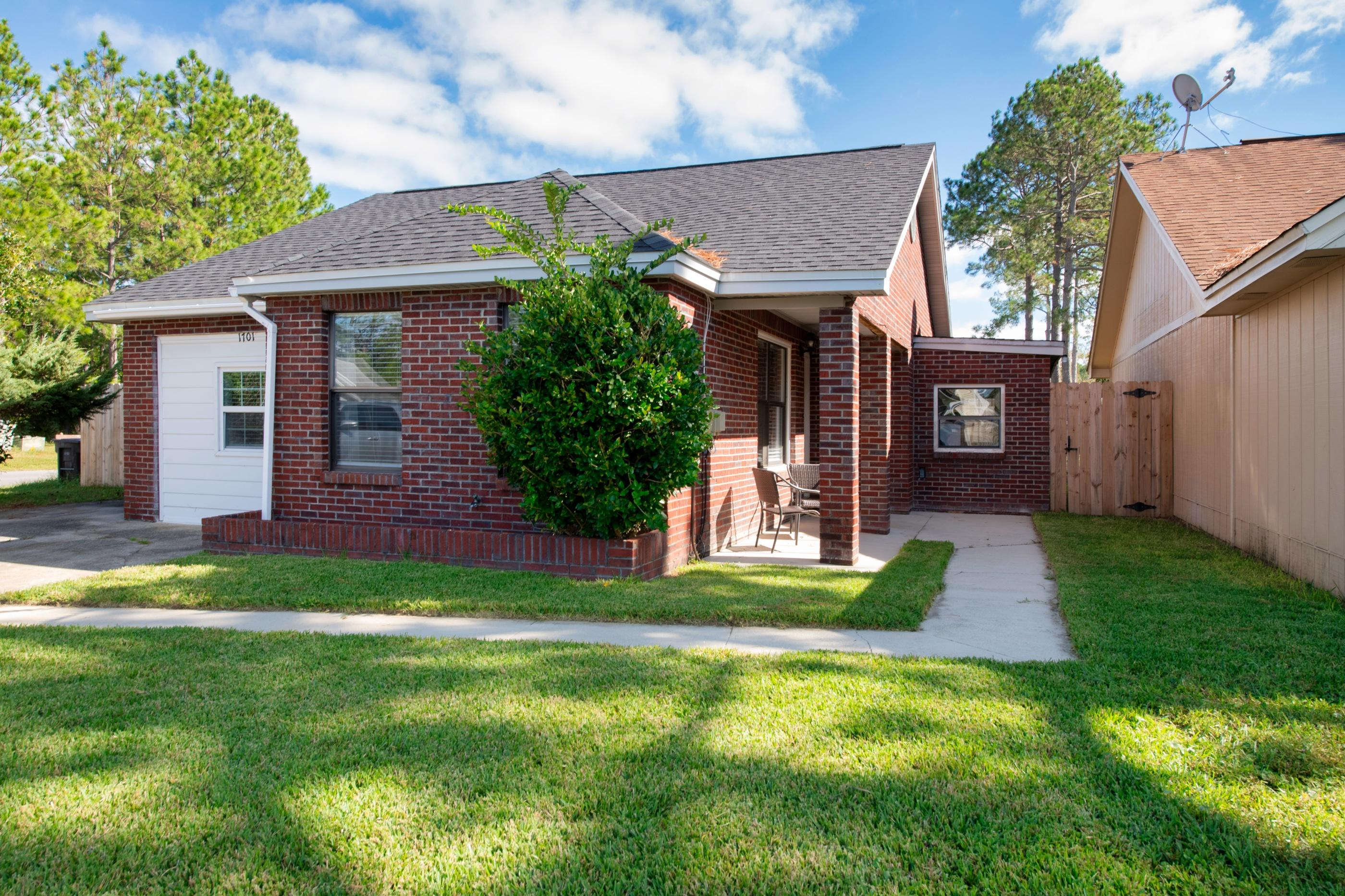 Photo of home for sale at 1701 Bennetts End, Fort Walton Beach FL