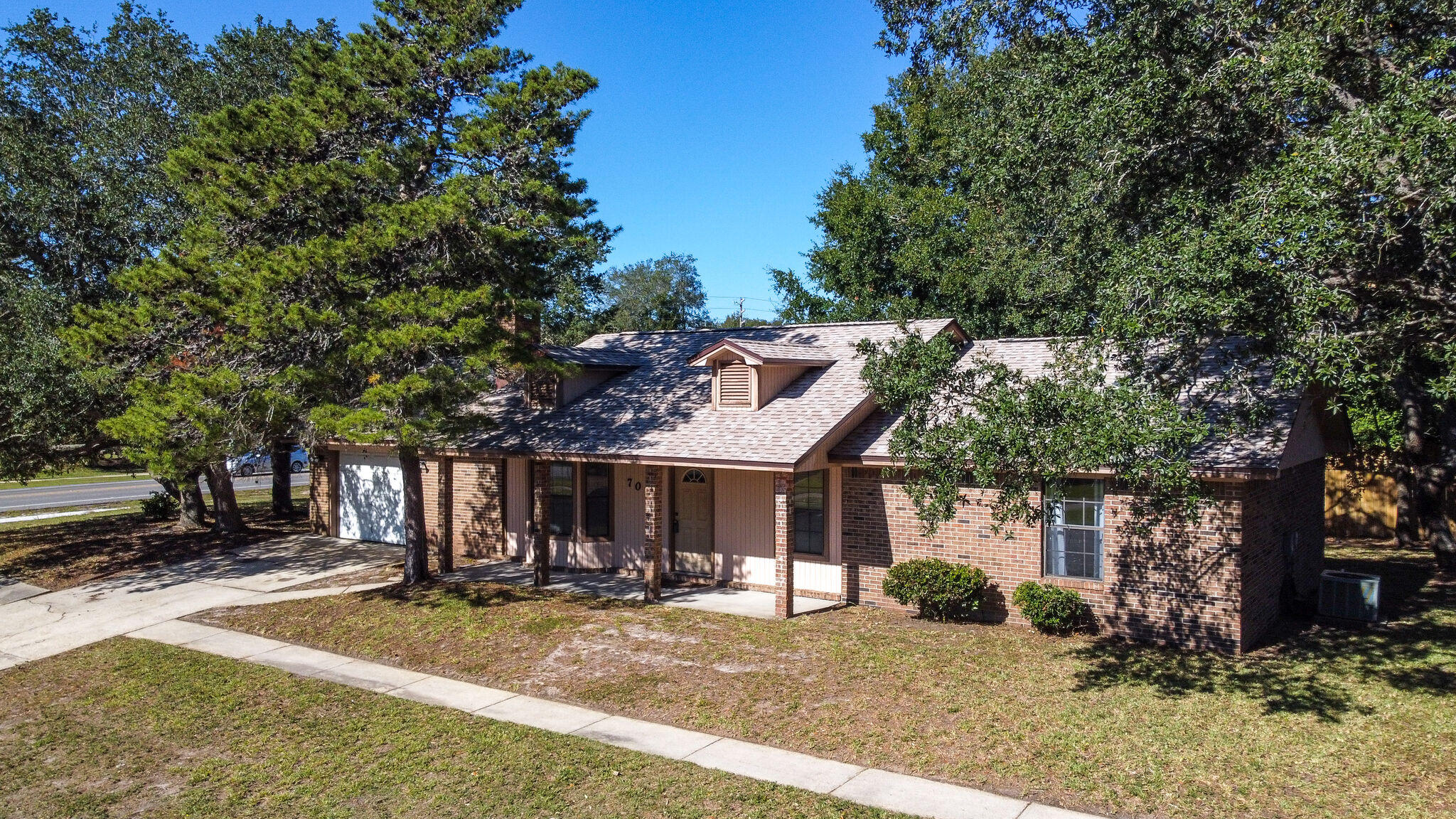Photo of home for sale at 701 Lakeside, Destin FL