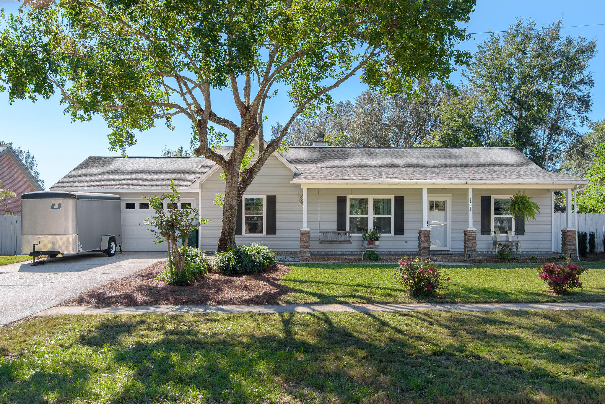 Photo of home for sale at 7867 Pleasant Oak, Navarre FL