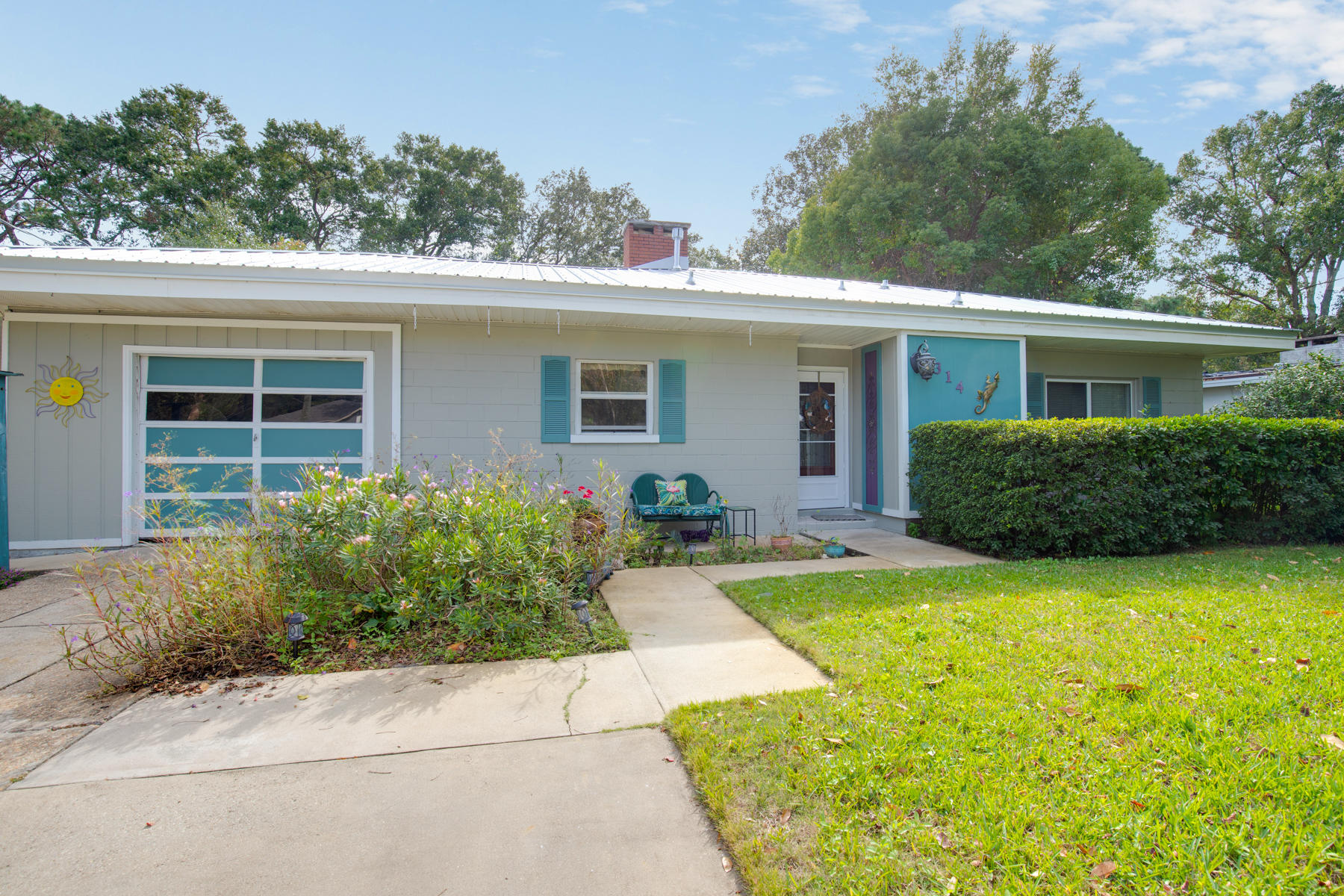 Photo of home for sale at 314 Hollywood, Fort Walton Beach FL