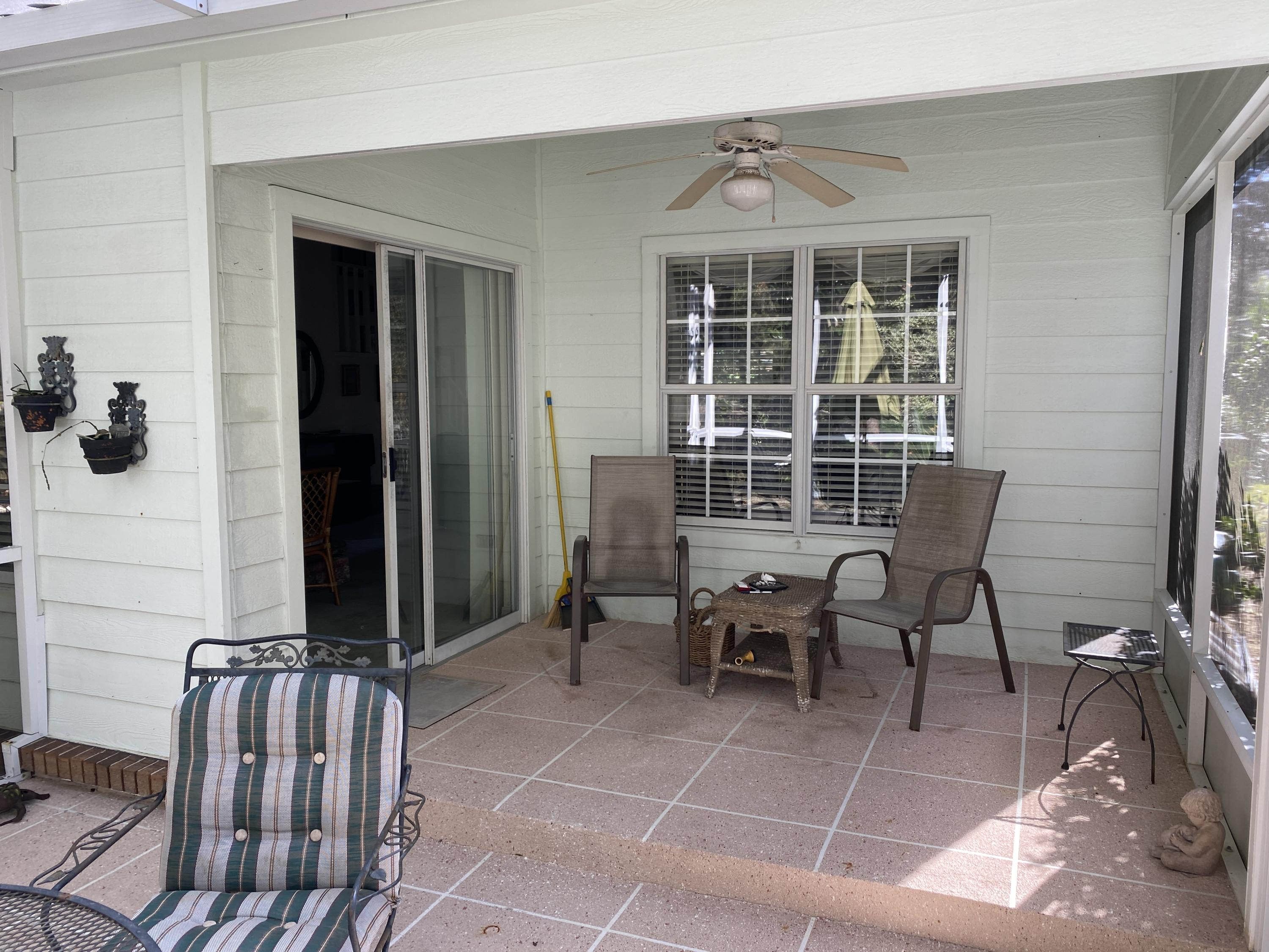 Photo of home for sale at 731 Putter, Niceville FL