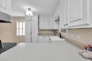 Photo of home for sale at 708 Trowbridge, Fort Walton Beach FL