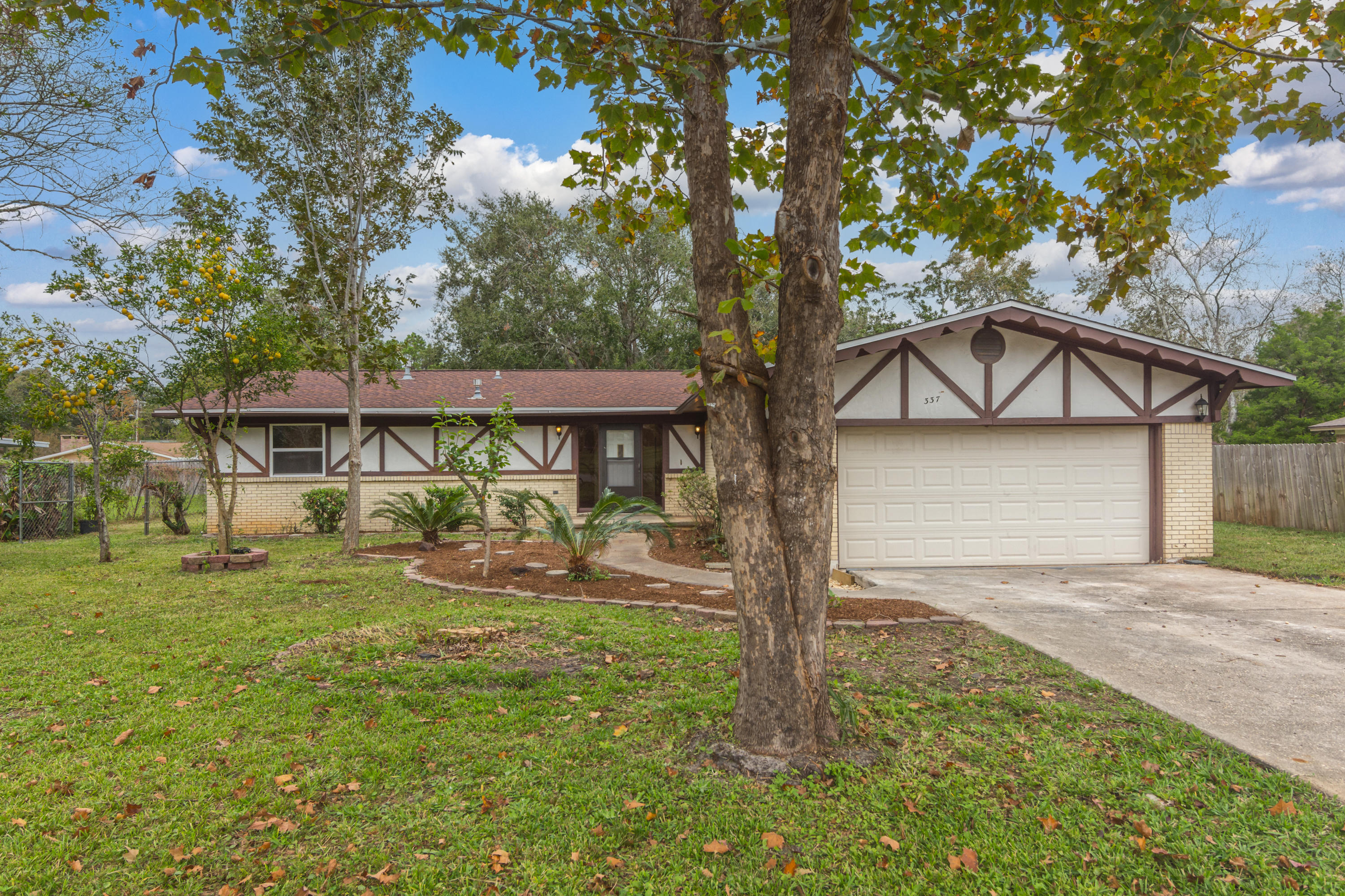 Photo of home for sale at 337 Echo, Fort Walton Beach FL